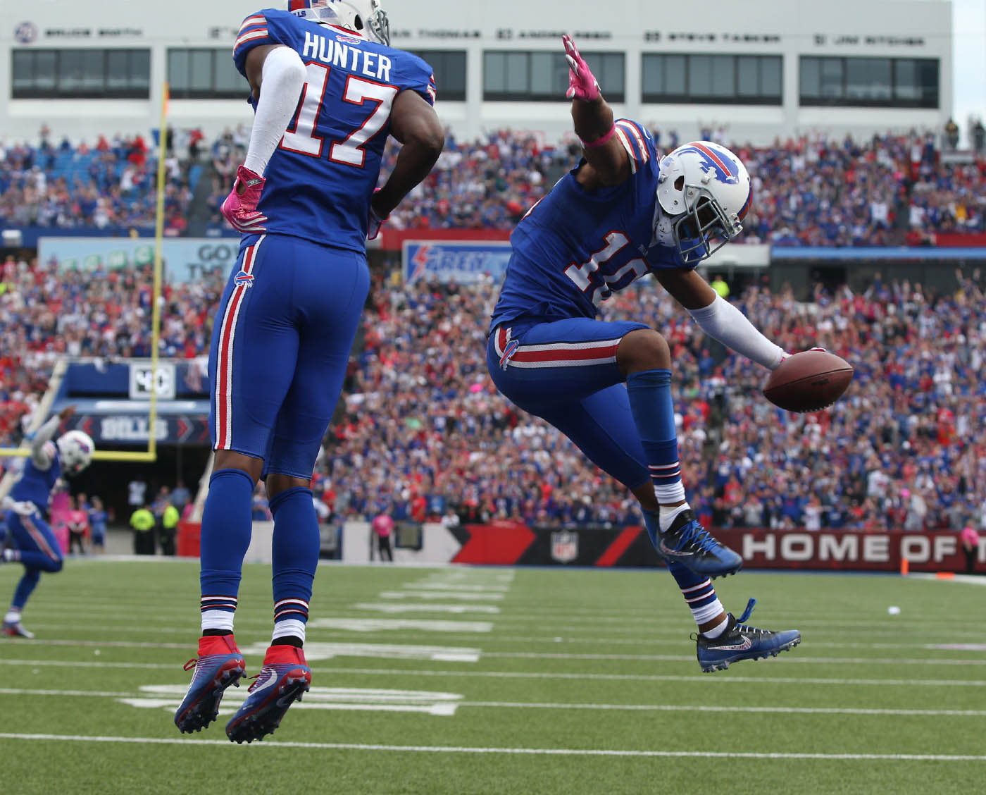 Buffalo Bills wide receiver Robert Woods (10) celebrates his touchdown catch during the fourth quarter against the 49ers at New Era Field in Orchard Park, N.Y. on Sunday, Oct. 16, 2016. (James P. McCoy/ Buffalo News)