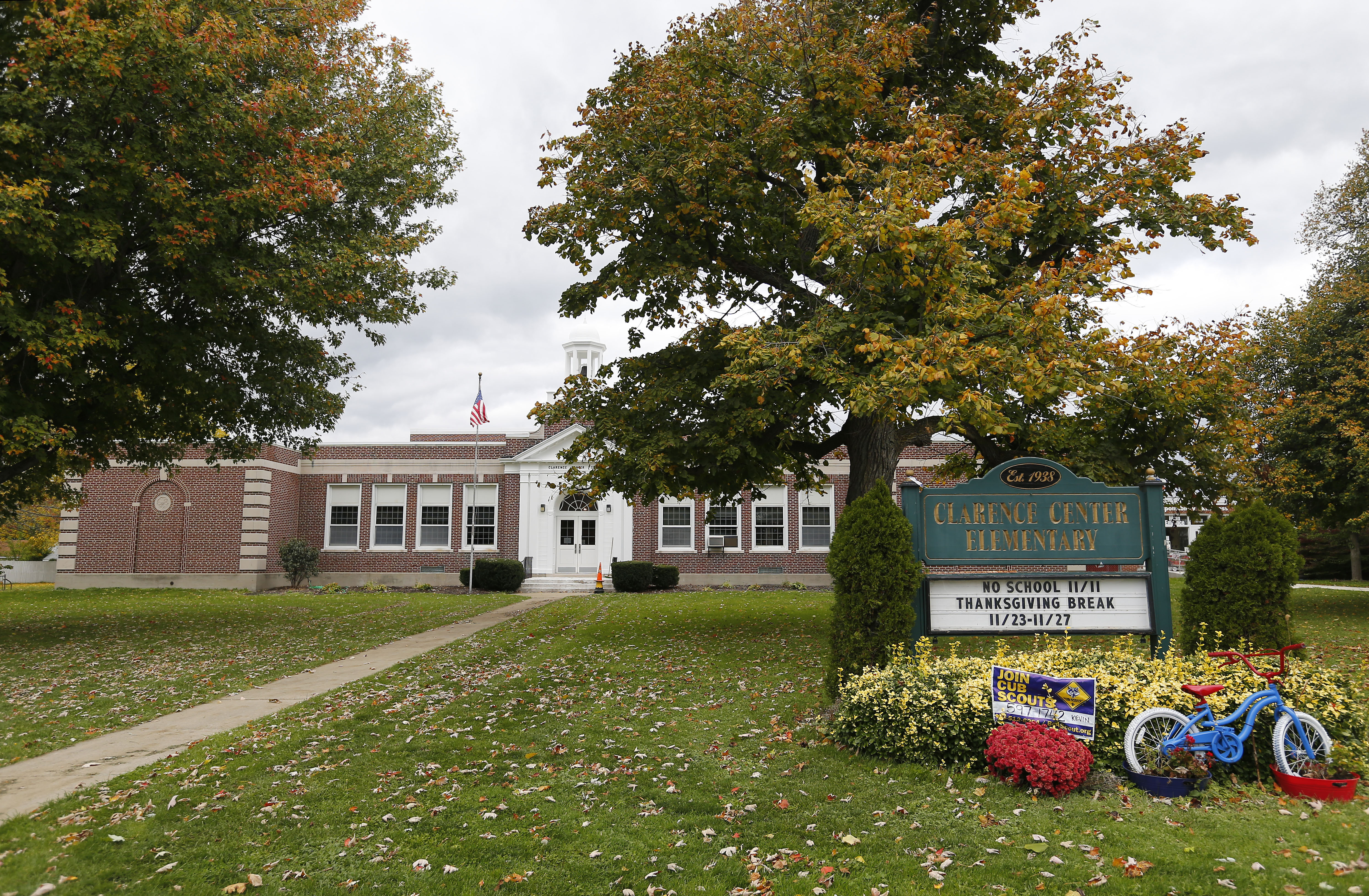 Clarence Center Elementary in Clarence Center. (Mark Mulville/The Buffalo News)