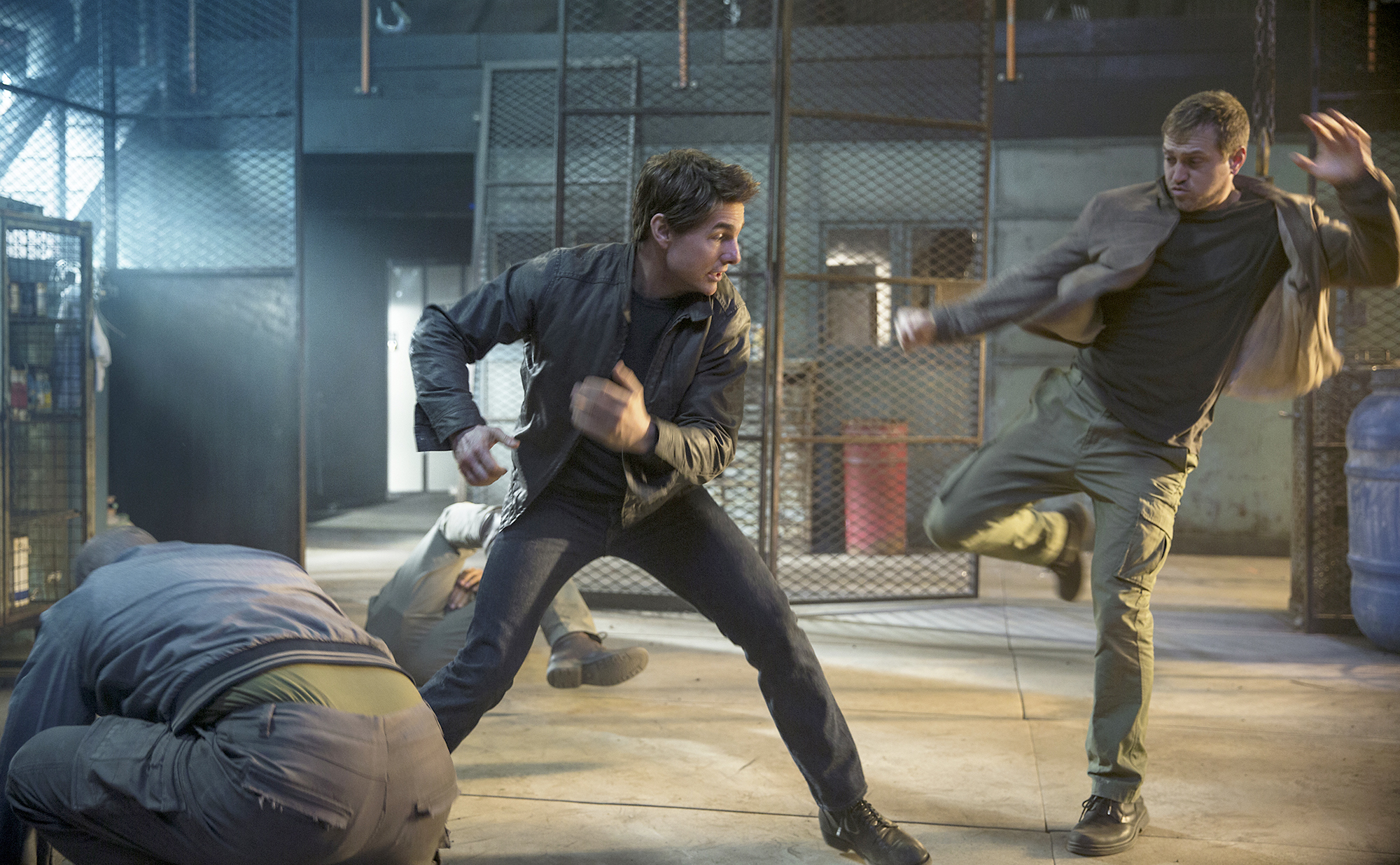 Tom Cruise (as Jack Reacher) and Gordon Alexander in 'Jack Reacher: Never Go Back.'