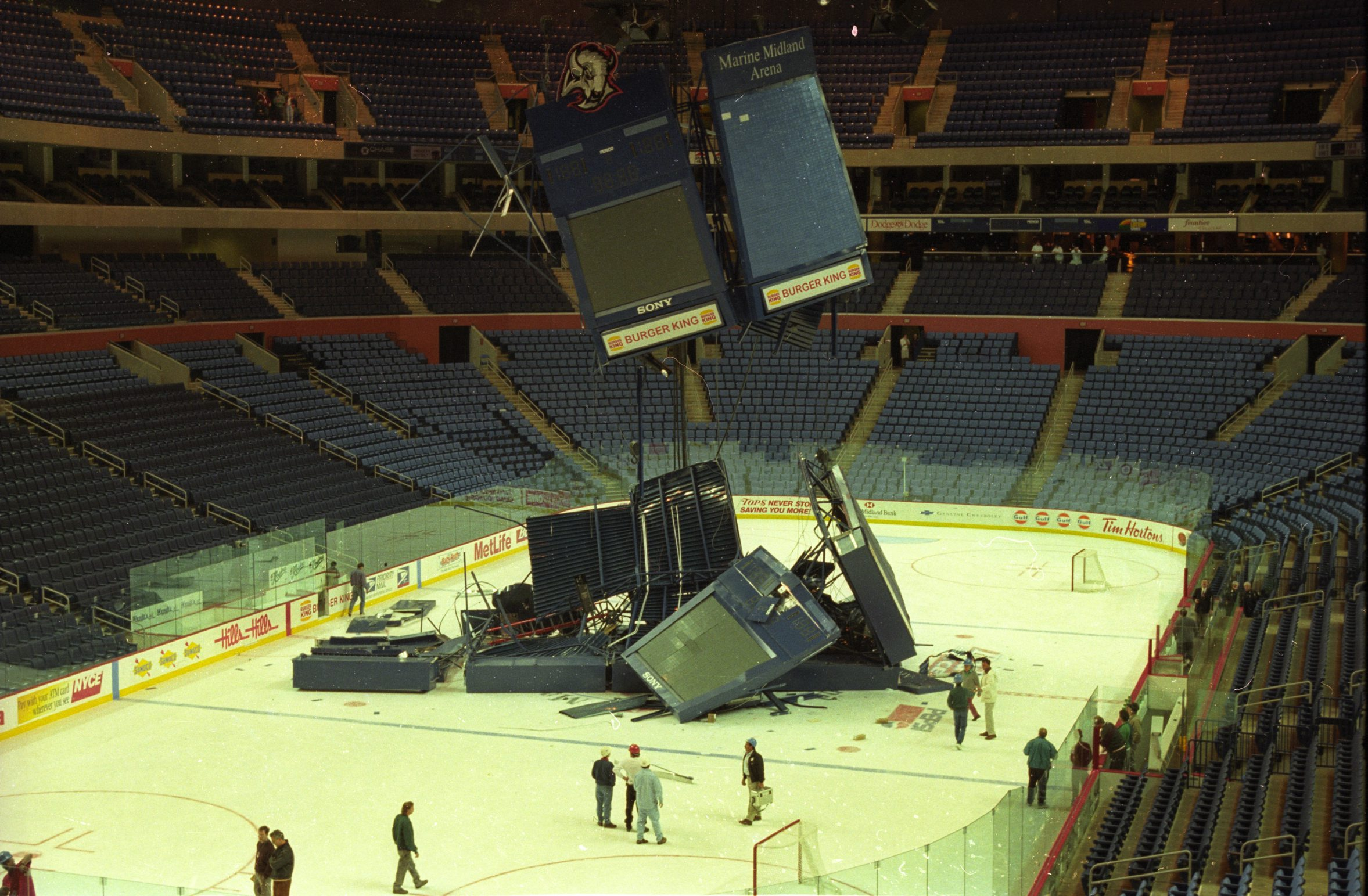 Jumbotron Crash, 11.16.96 - photo by Scull