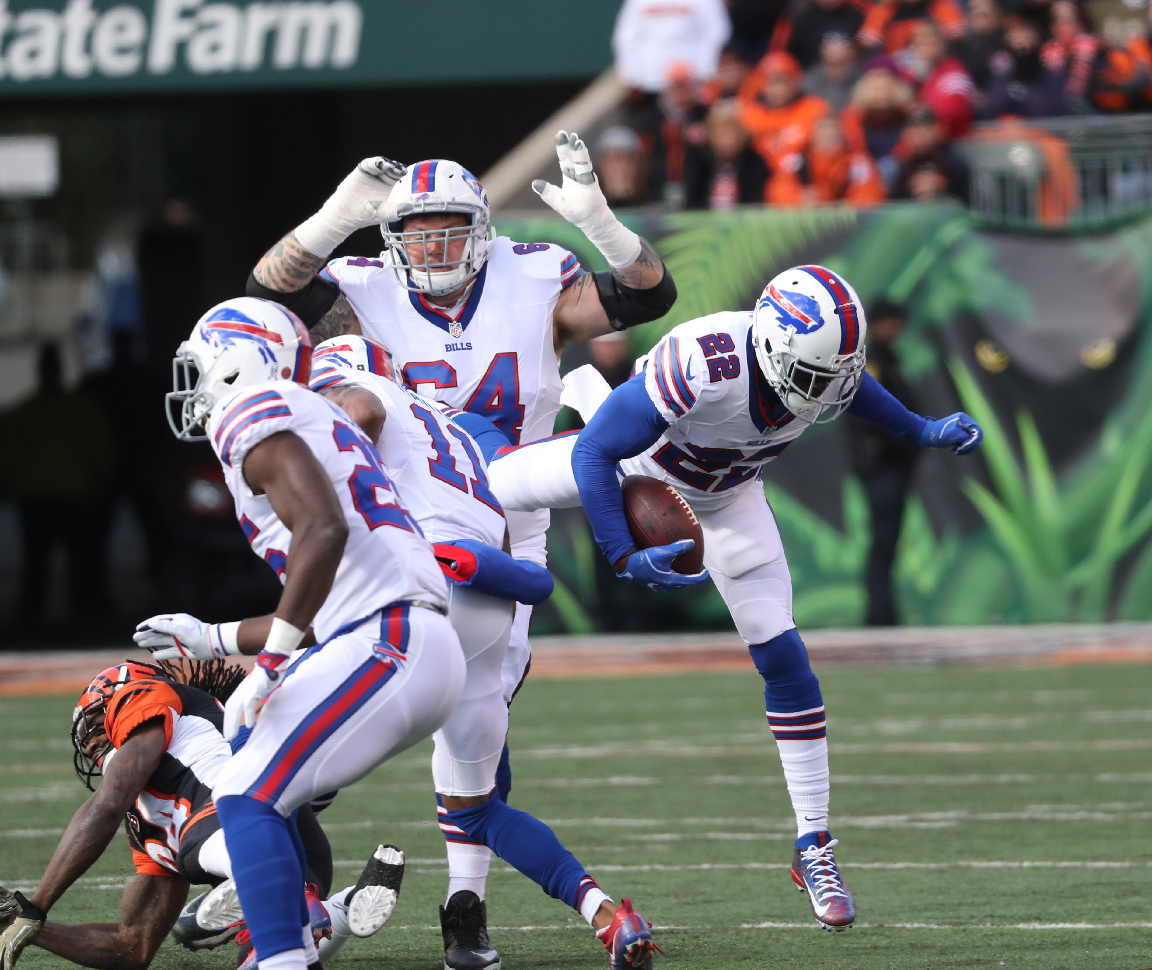 Buffalo Bills running back Reggie Bush (22) rushes for a first down in the first quarter. (James P. McCoy/Buffalo News)