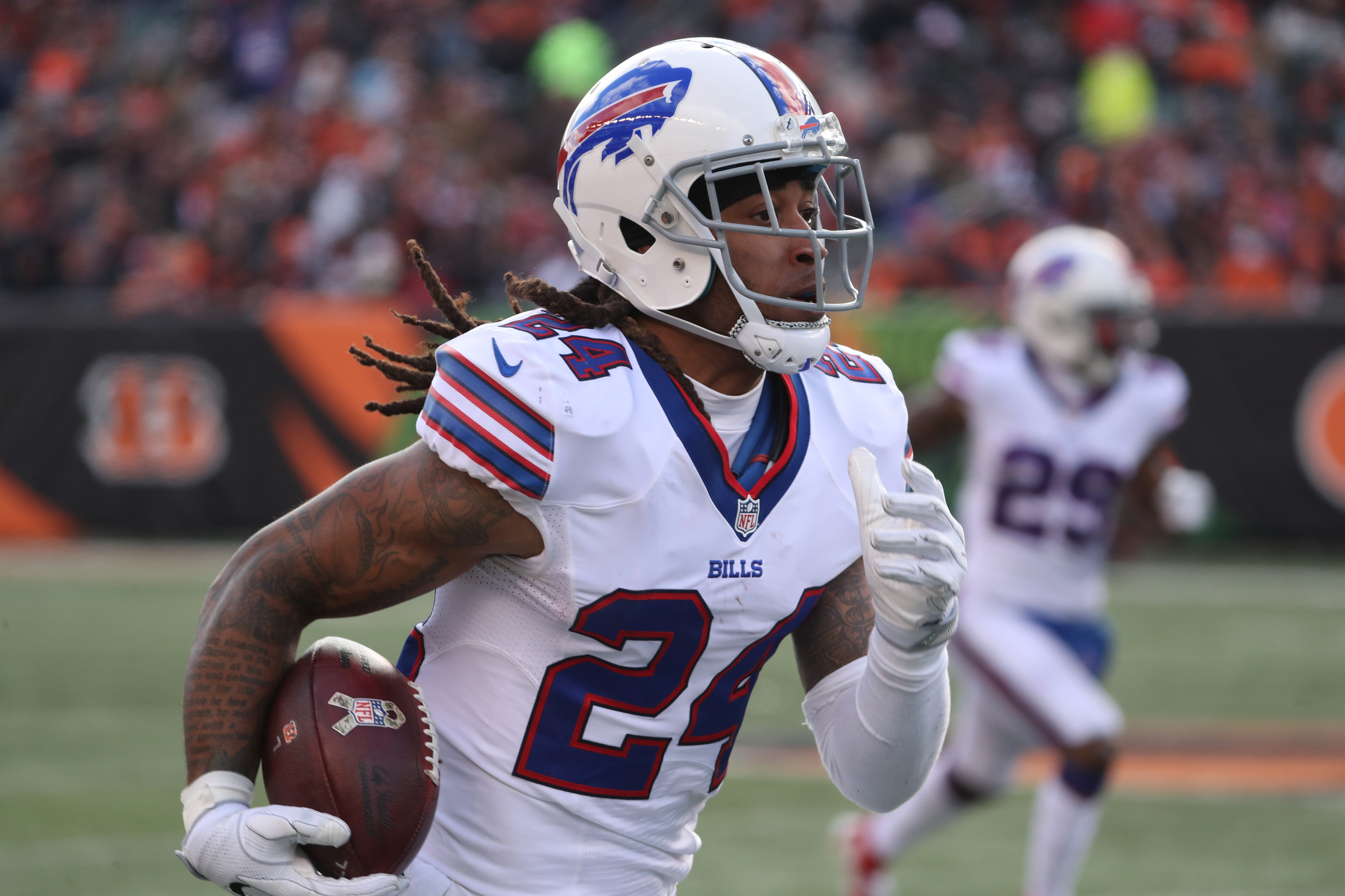 Buffalo Bills cornerback Stephon Gilmore (24) intercepts the ball and returns it for 49 yards during the second quarter. (James P. McCoy/Buffalo News)