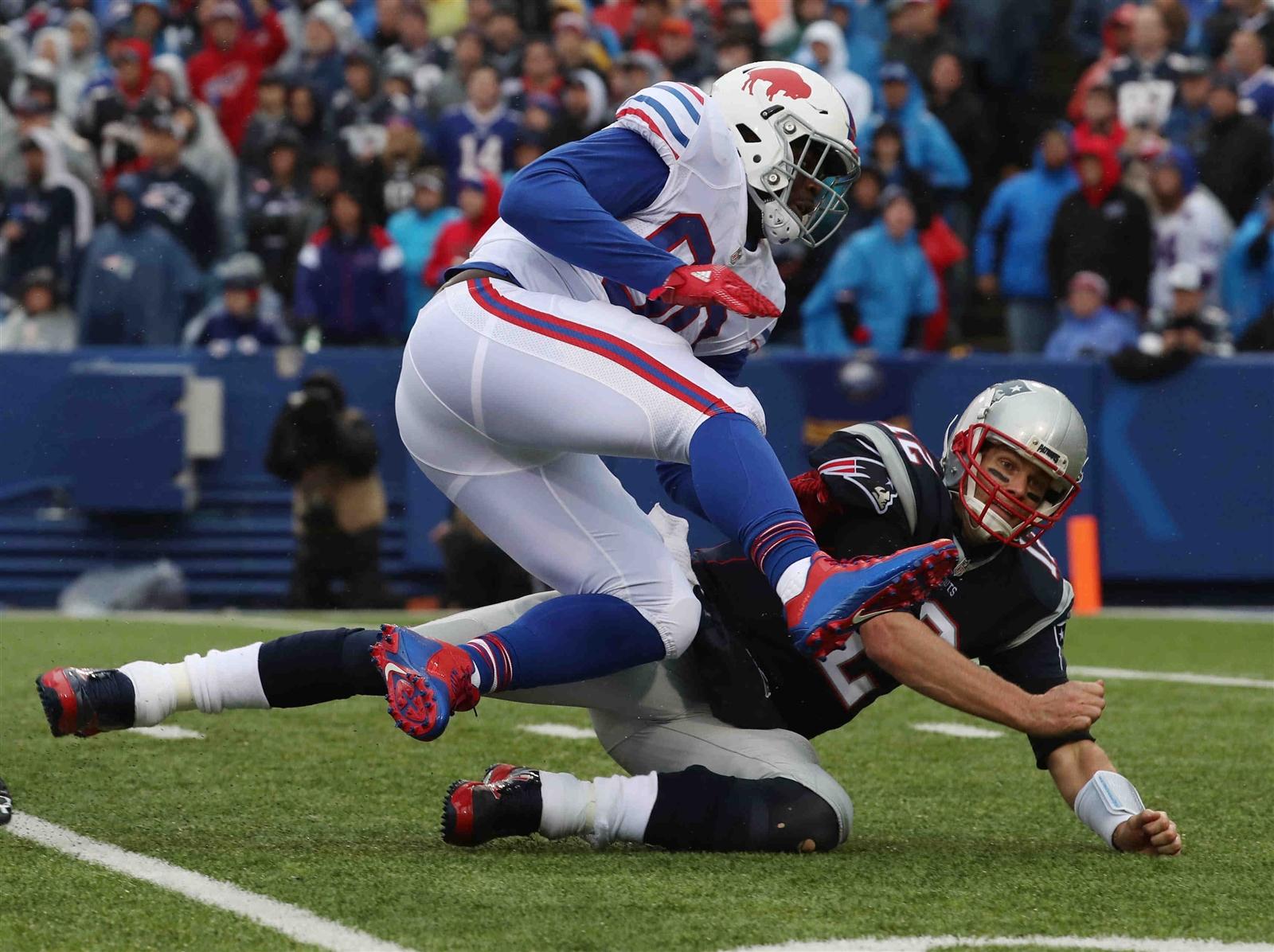 Shaq Lawson hits Tom Brady. (James P. McCoy/Buffalo News)