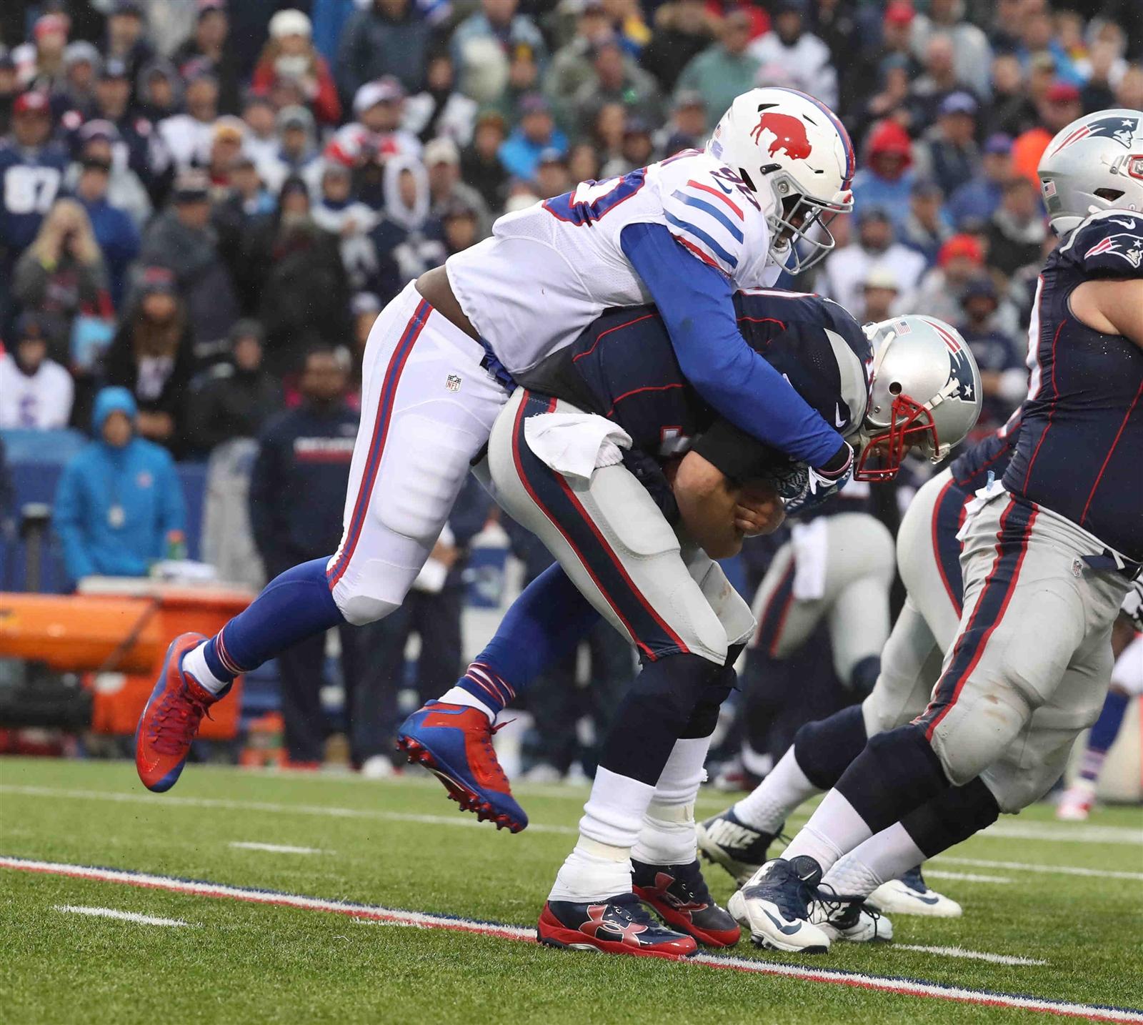 Shaq Lawson sacks Tom Brady. (James P. McCoy/Buffalo News)
