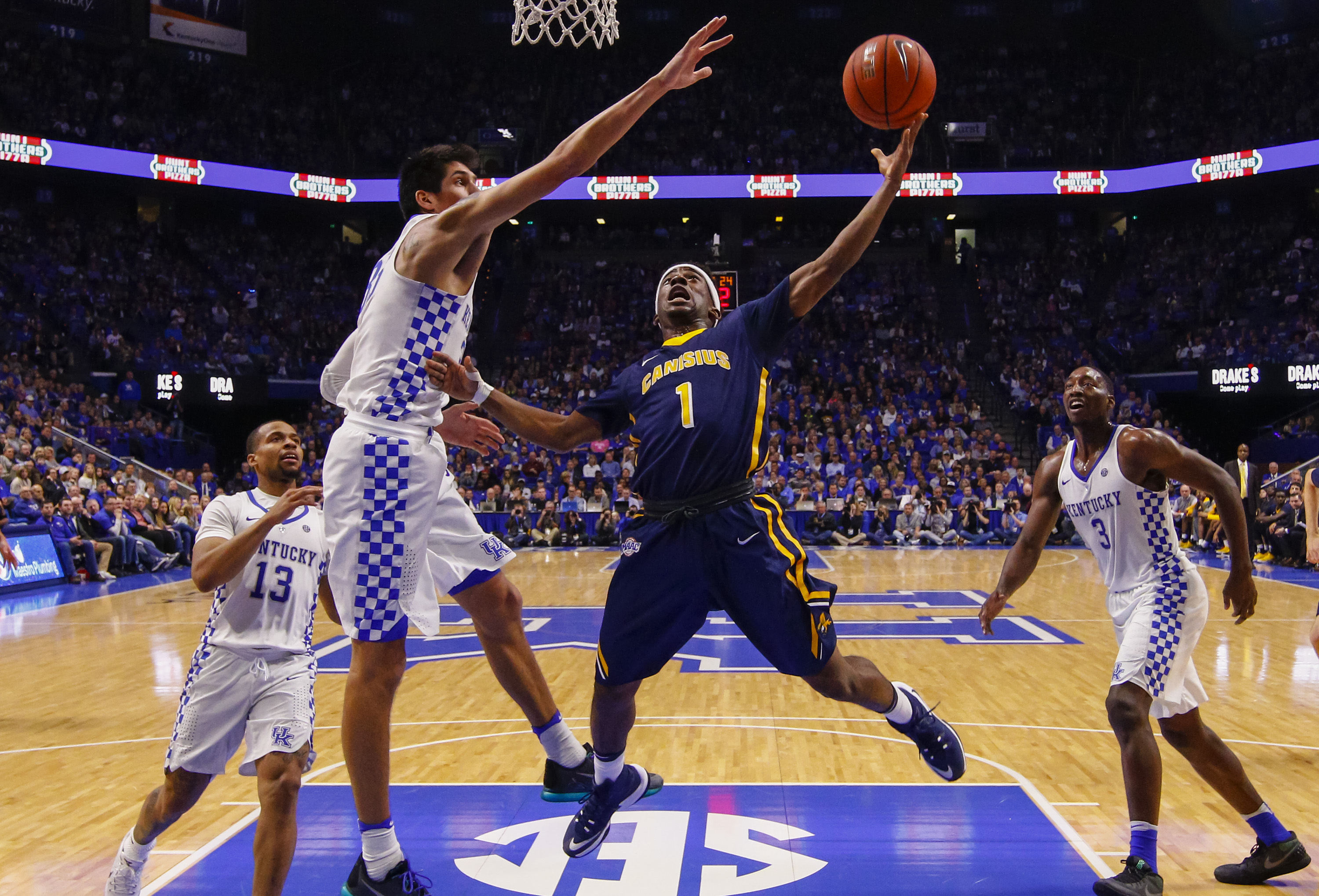 Malik Johnson #1 of the Canisius Golden Griffins shoots the ball as Derek Willis #35 of the Kentucky Wildcats defends at Rupp Arena Stadium on November 13, 2016 in Lexington, Kentucky. Kentucky defeated Canisius 93-69. (Getty Images)