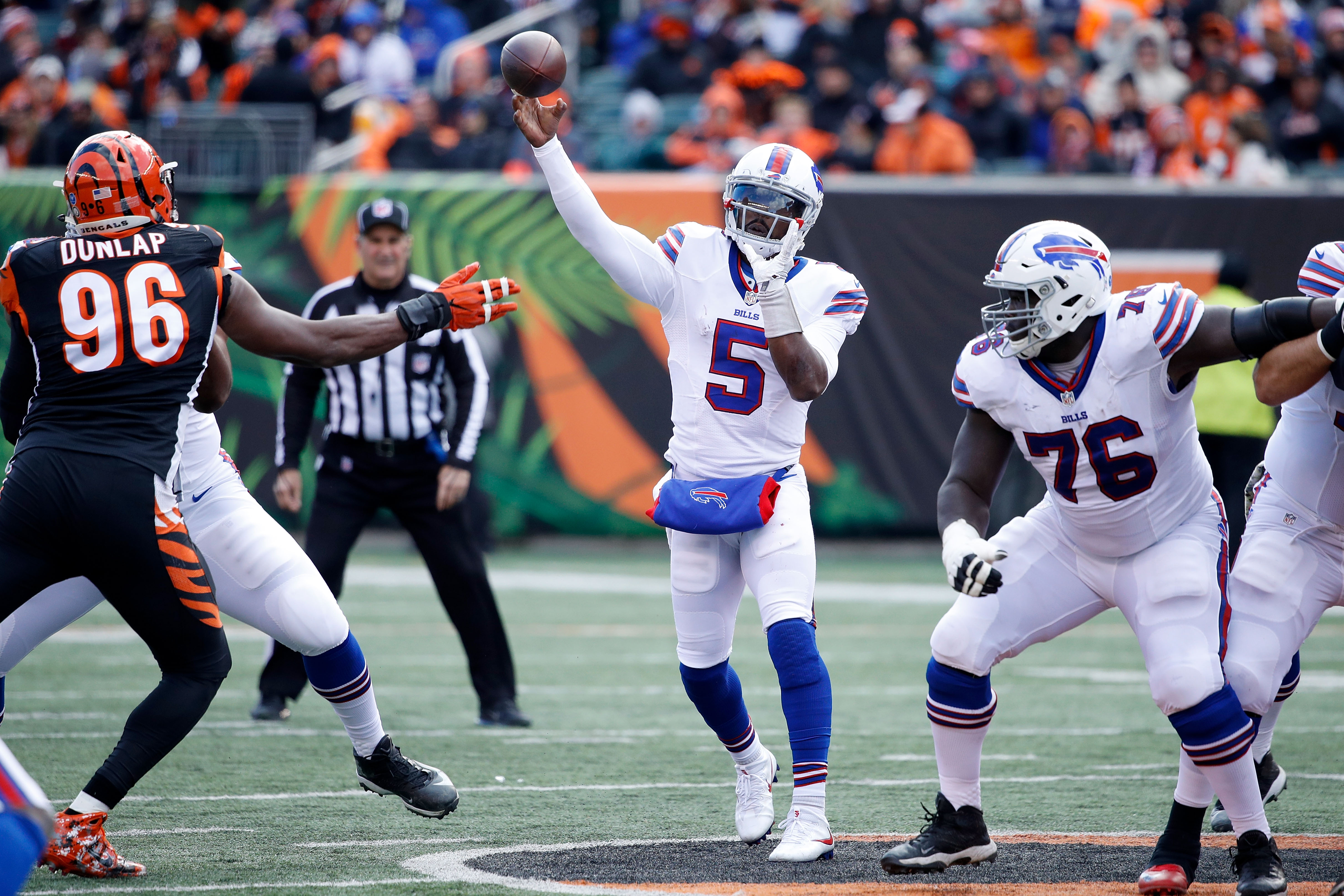 Tyrod Taylor throws a pass during the second quarter. (Getty Images)