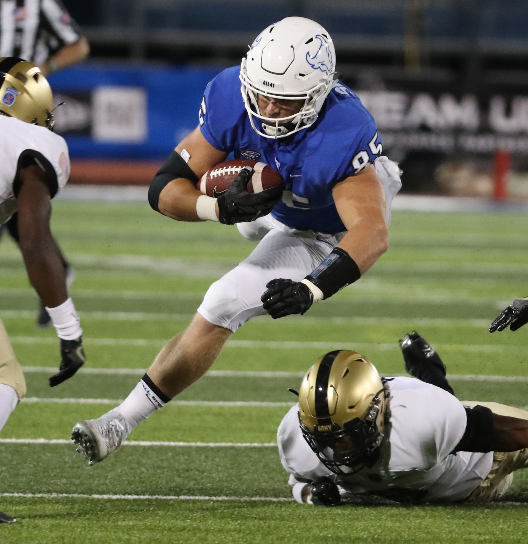 UB senior tight end Mason Schreck caught a 75-yard touchdown pass from Tyree Jackson in the second quarter. (James P. McCoy/ Buffalo News file photo)