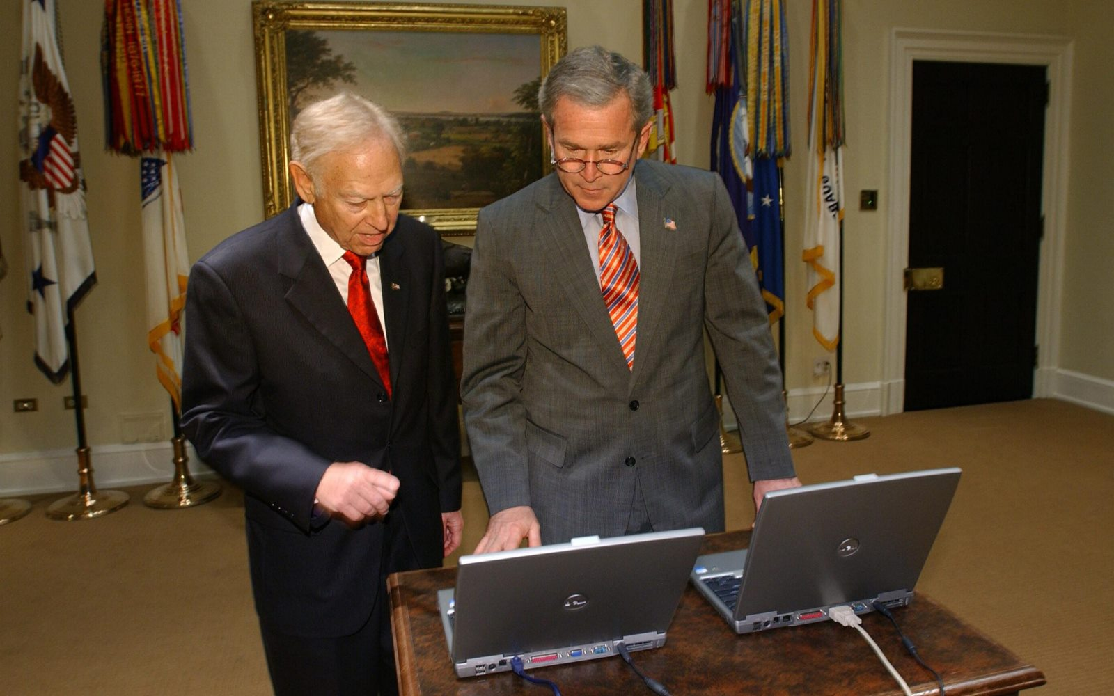 Stan Lipsey, alongside President George W. Bush in the White House's Roosevelt Room, remotely initiating The Buffalo News' new press in 2004. (Bill Wippert/News file photo)