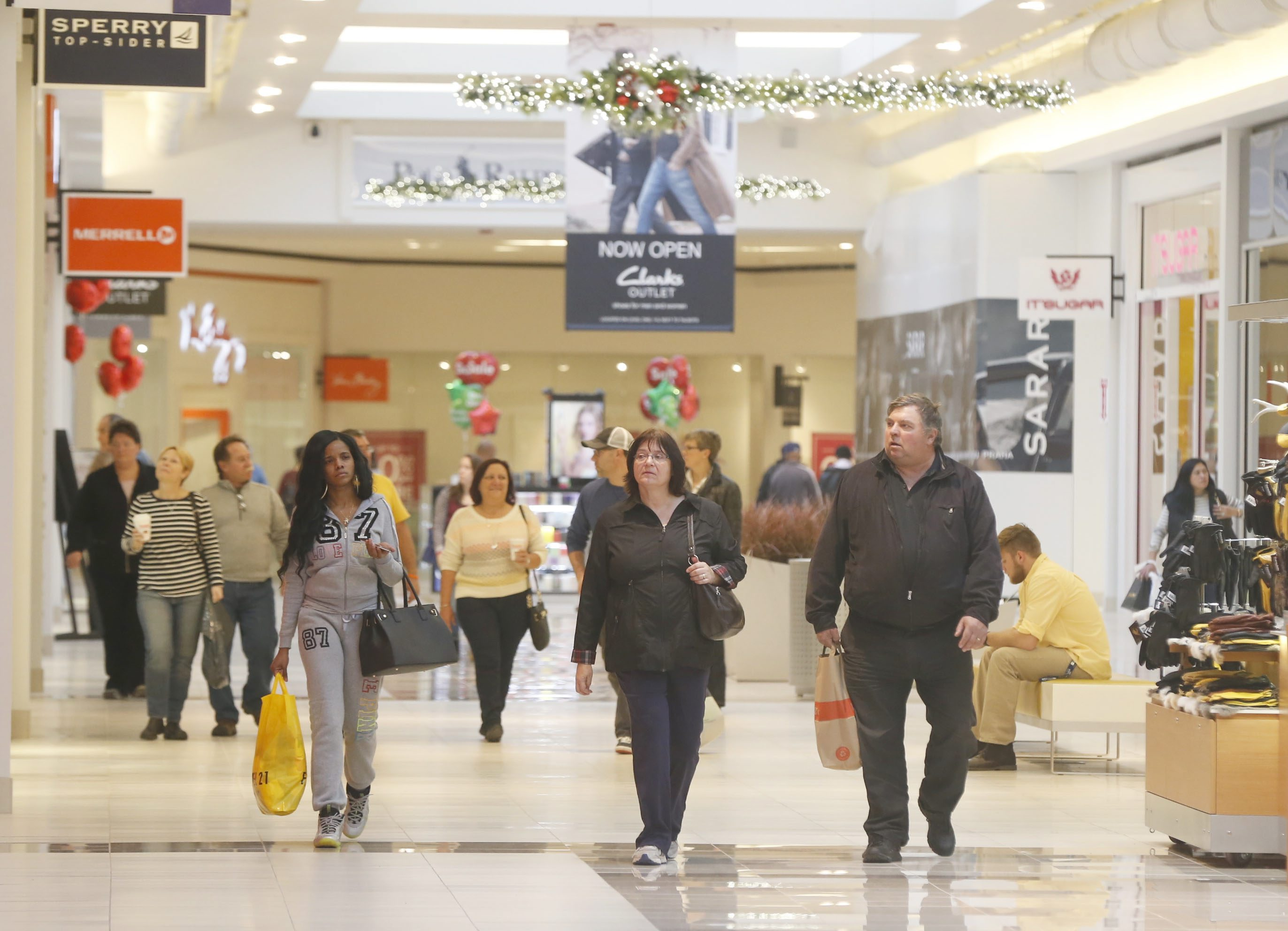 Holiday shoppers at the Fashion Outlets of Niagara Falls in November 2014.(Robert Kirkham/Buffalo News file photo)