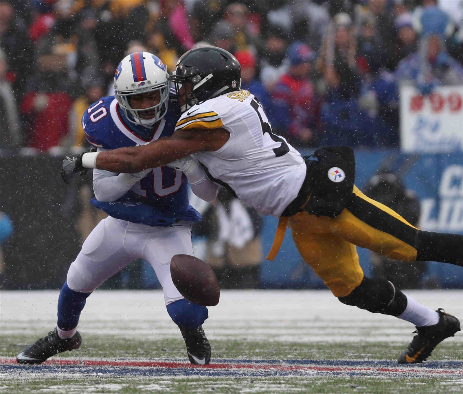 Buffalo Bills wide receiver Robert Woods (10) can't secure the ball while taking a hit from Pittsburgh Steelers inside linebacker Ryan Shazier. (James P. McCoy/Buffalo News)