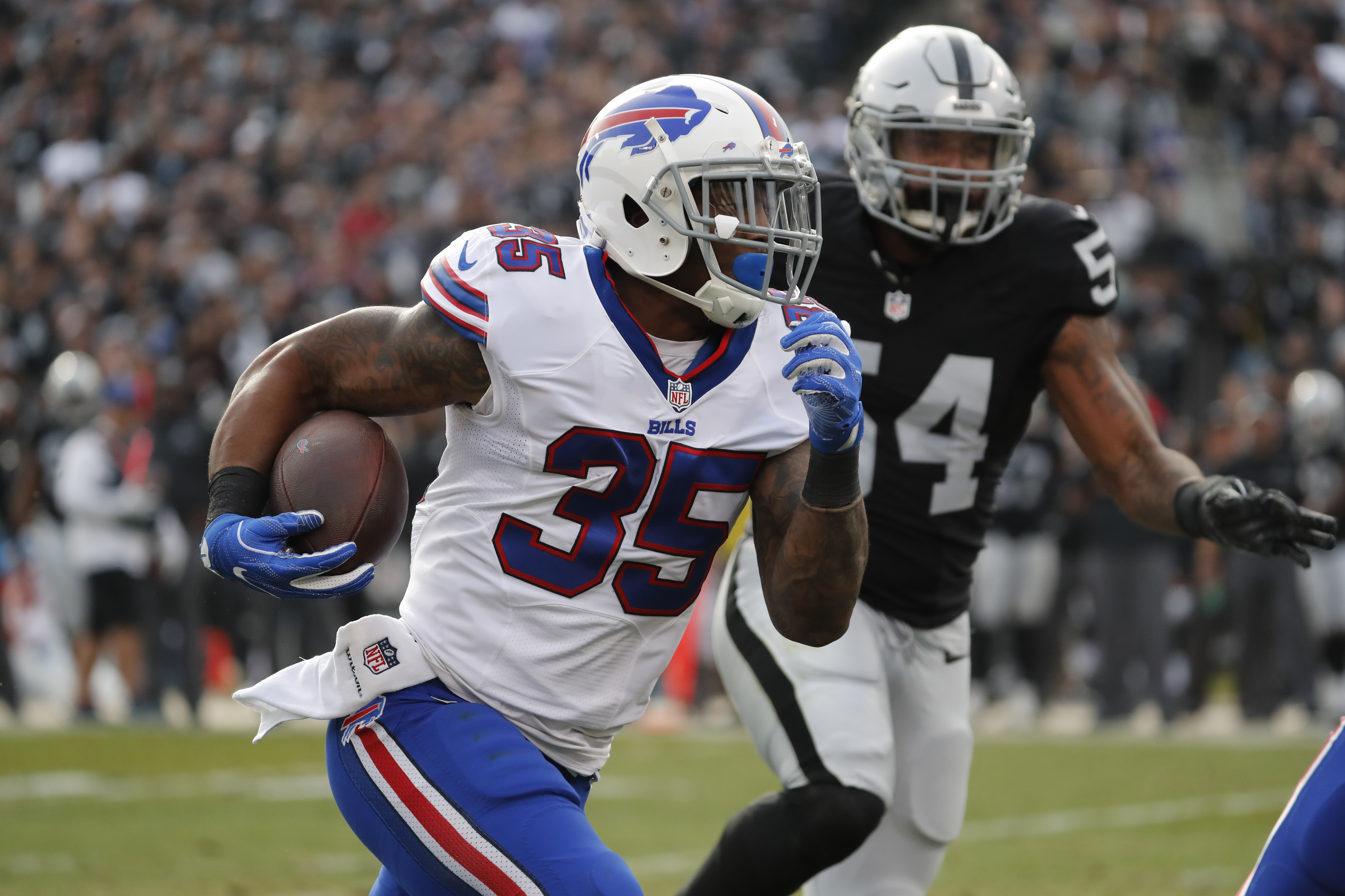 Mike Gillislee was a key part of a fine performance by the Bills' run game. (Harry Scull Jr./Buffalo News)