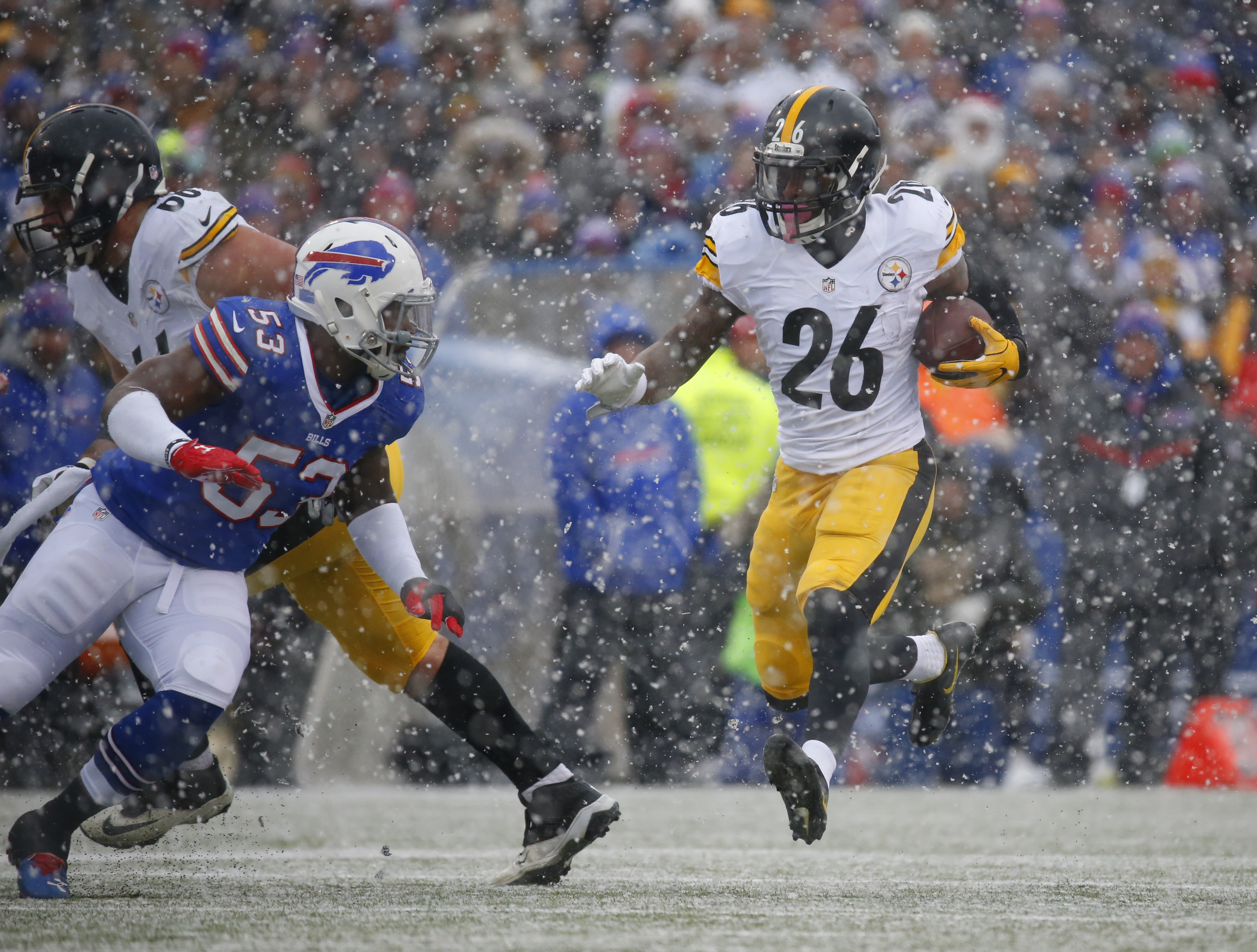 Pittsburgh Steelers Le'Veon Bell runs against the Buffalo Bills during the first quarter. (Harry Scull Jr./Buffalo News)