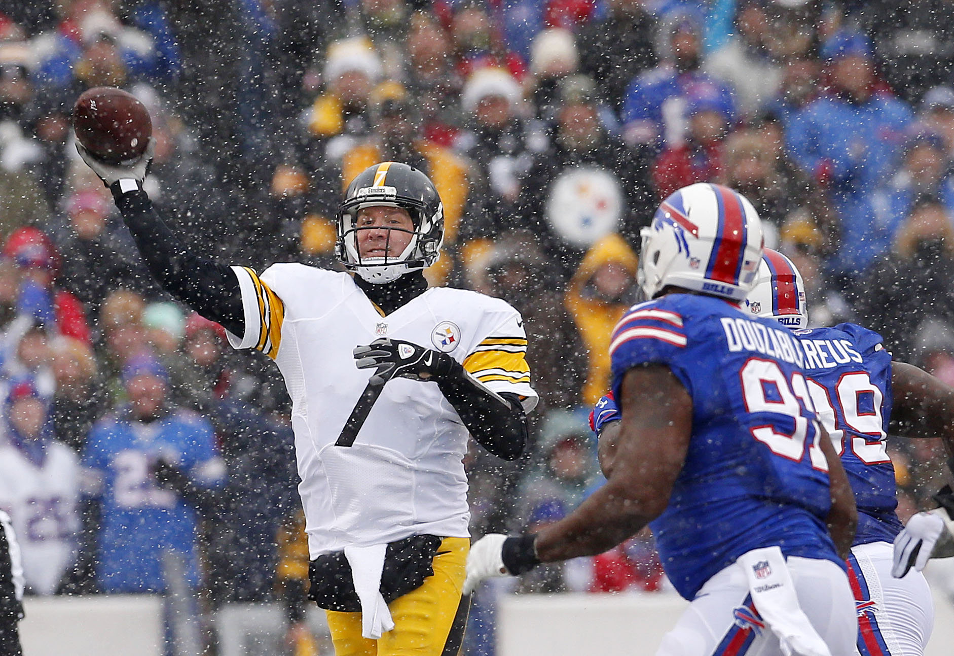 Ben Roethlisberger and the Steelers can clinch the AFC North with a victory over the Ravens Sunday. (Mark Mulville/Buffalo News)