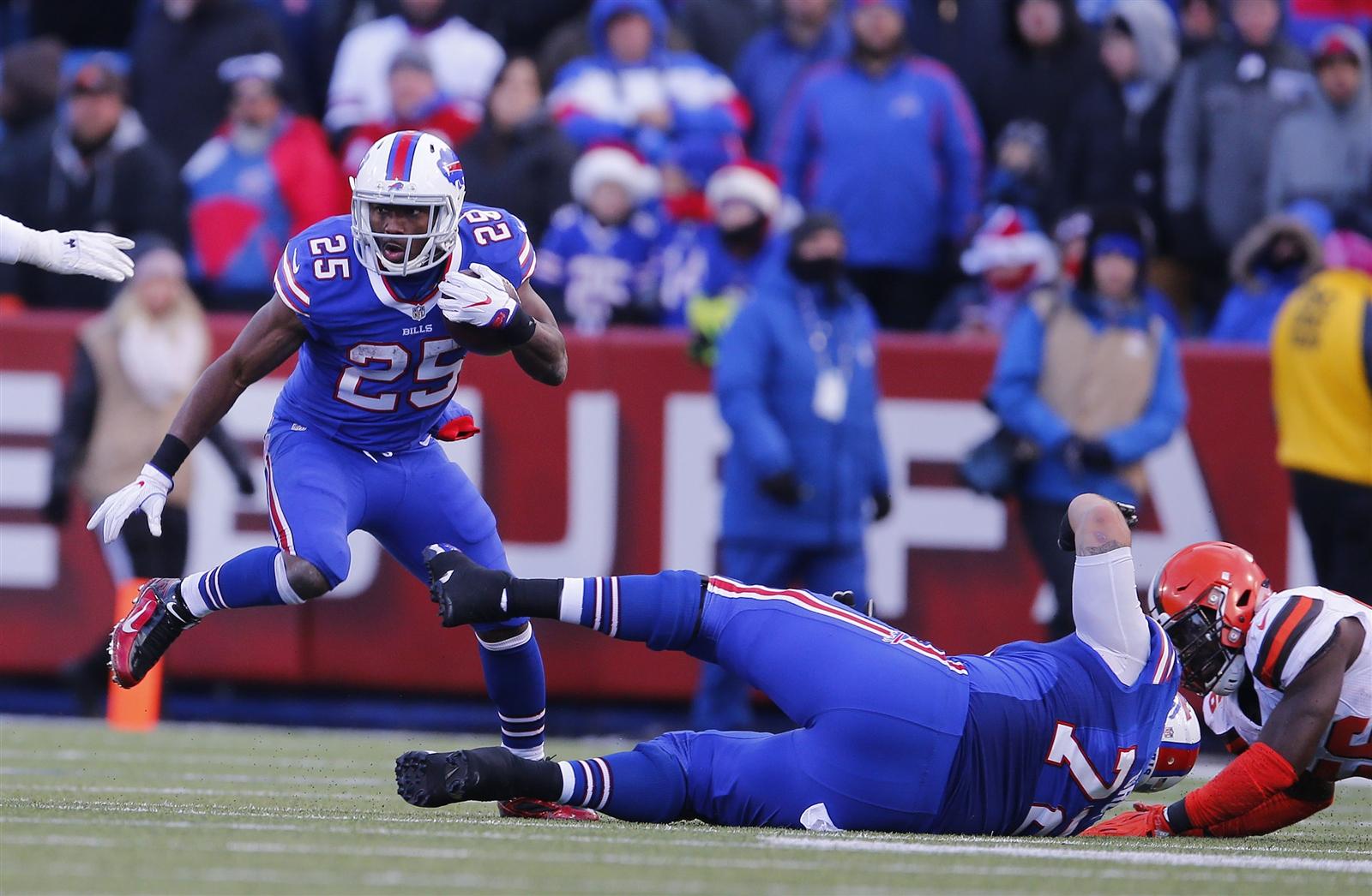 LeSean McCoy makes a move. (Mark Mulville/Buffalo News)