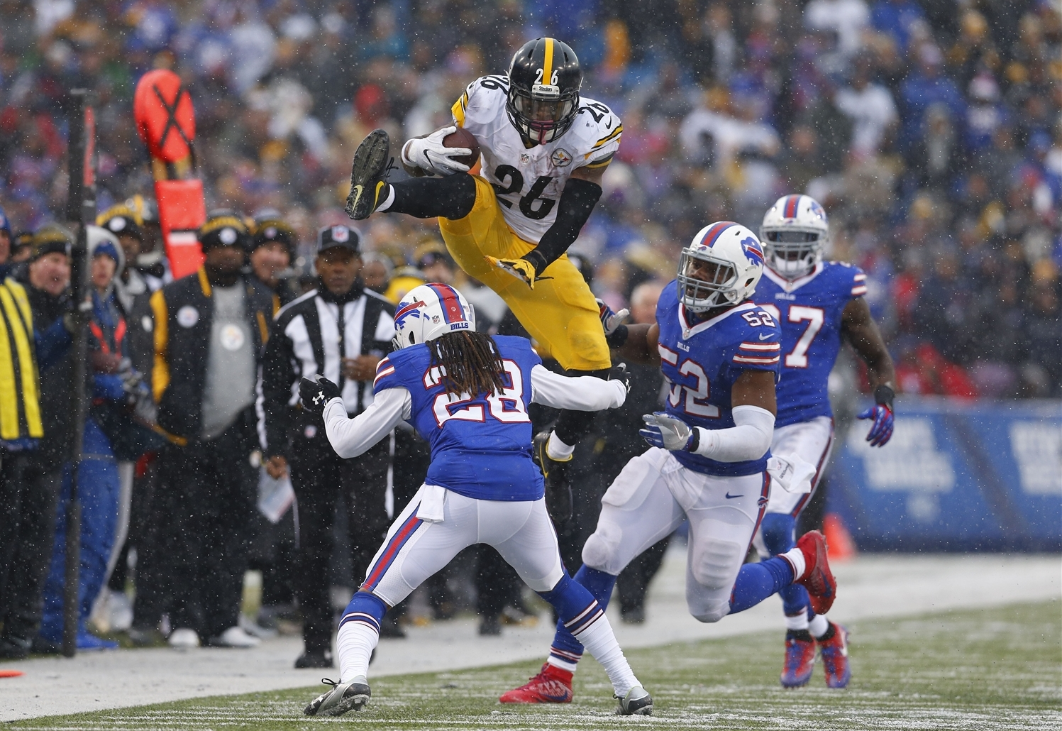 Le'Veon Bell goes up in an attempt to avoid a tackle. (Mark Mulville/Buffalo News)