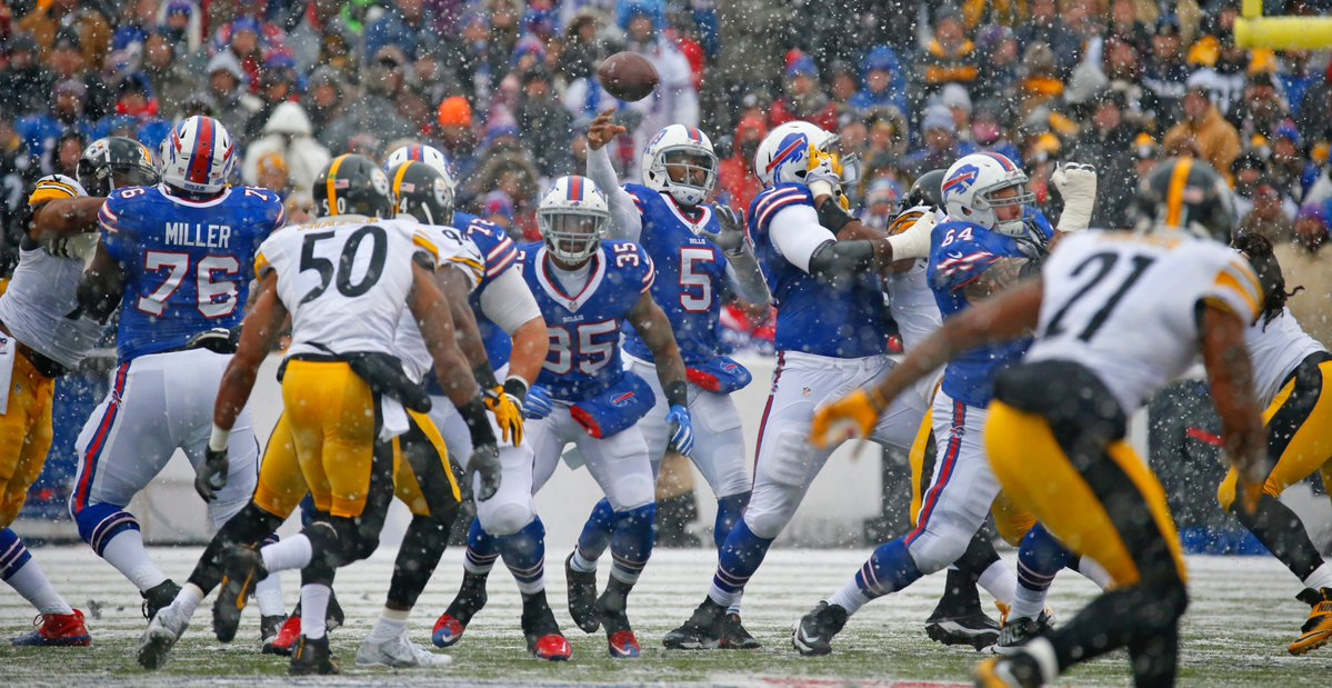 Tyrod Taylor attempts a pass. (Harry Scull Jr./Buffalo News)