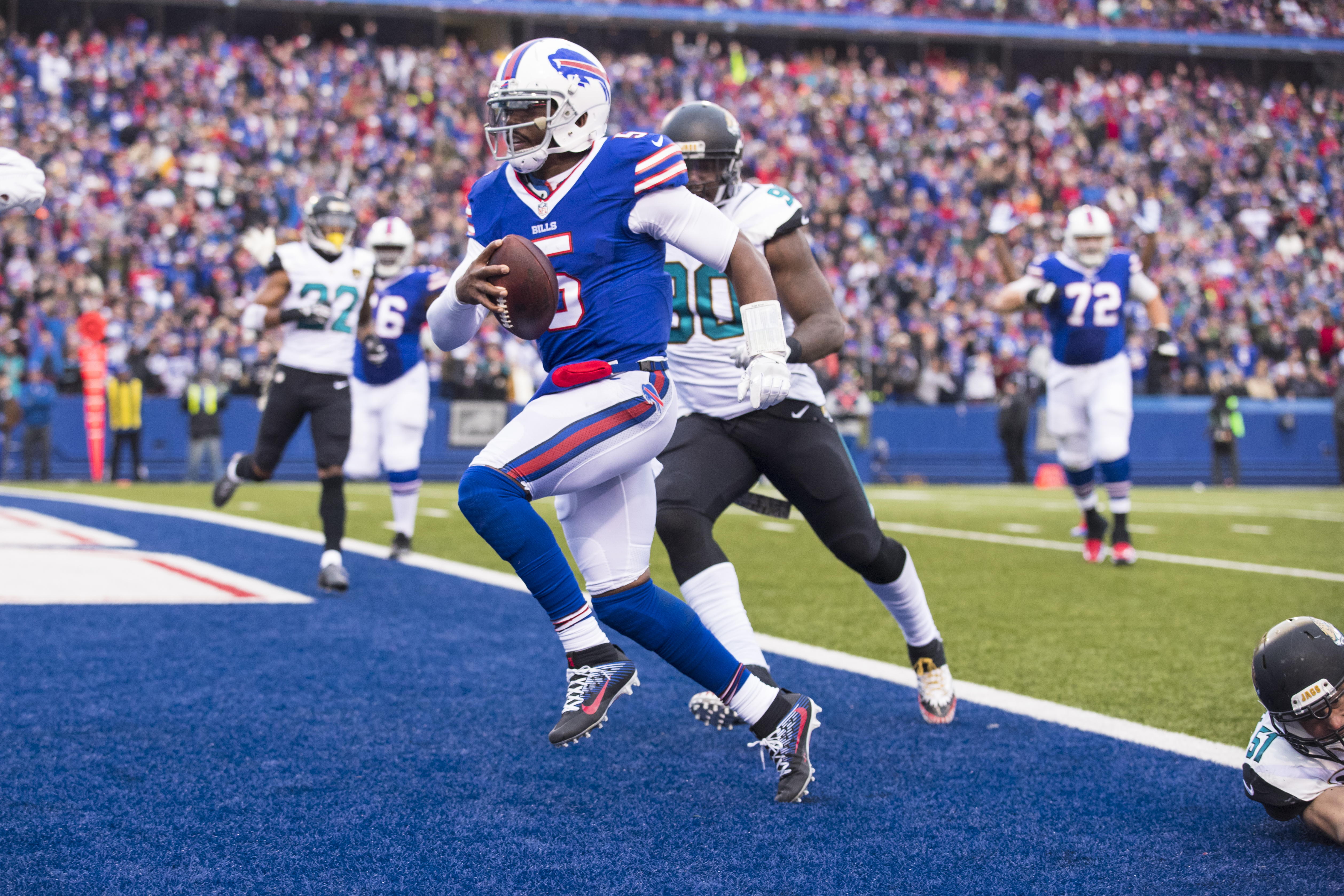 Tyrod Taylor needs 43 rushing yards to pass Jim Kelly on the Bills' all-time list among quarterbacks. (Getty Images)