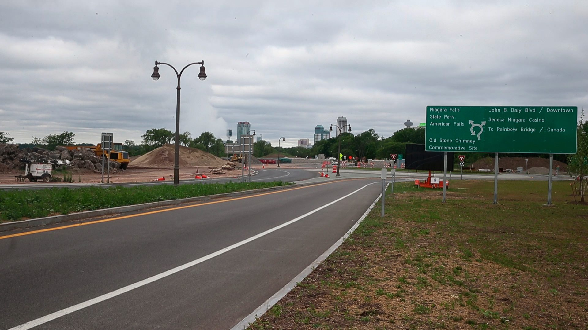 The entrance to Niagara Falls State Park from the Niagara Scenic Parkway, looking west. (John Hickey/News file photo)
