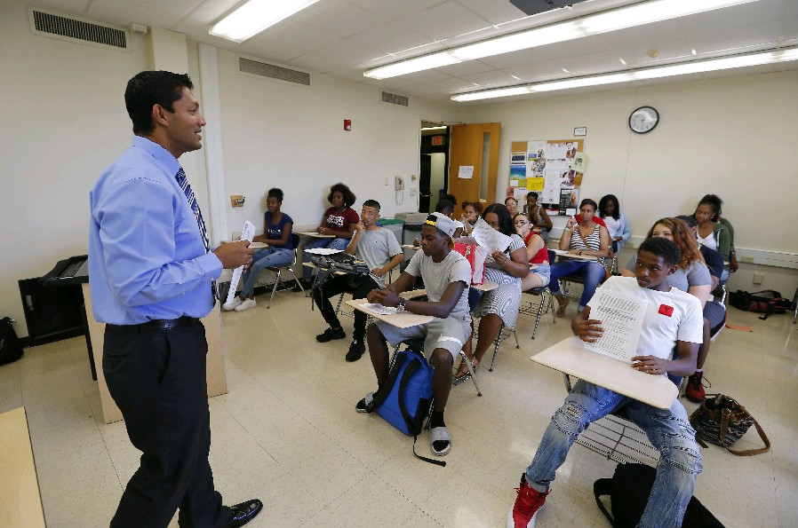 Jude Jayatilleke teaches a class on Mastering the Academic Environment to Middle Early College High School students on the SUNY Buffalo State campus Tuesday, Aug. 30, 2016. (Mark Mulville/Buffalo News)