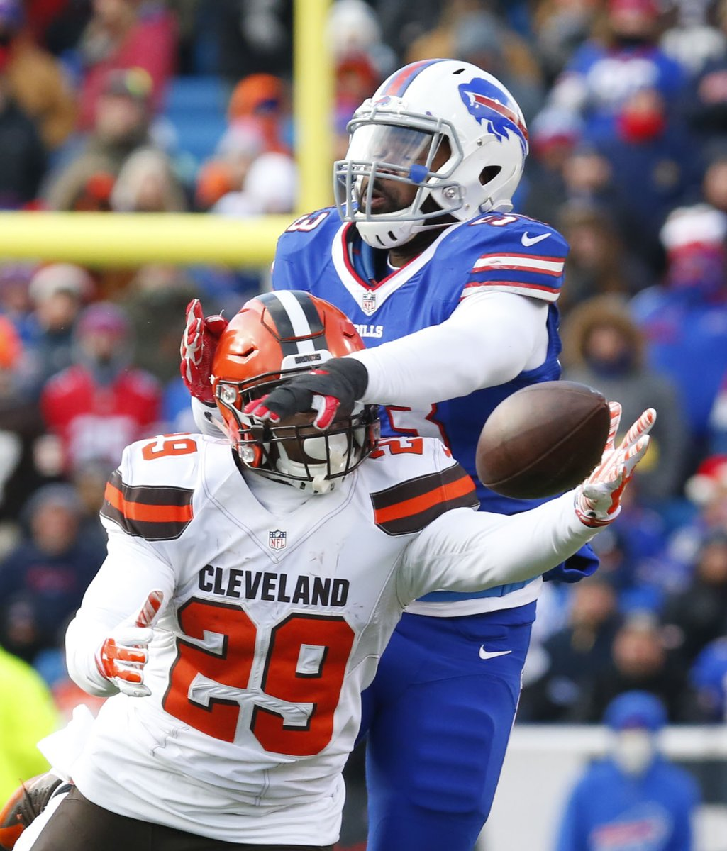 Former Bills linebacker Zach Brown, breaking up a pass against the Browns, has lofty expectations this season with the Redskins. (Harry Scull Jr./Buffalo News)