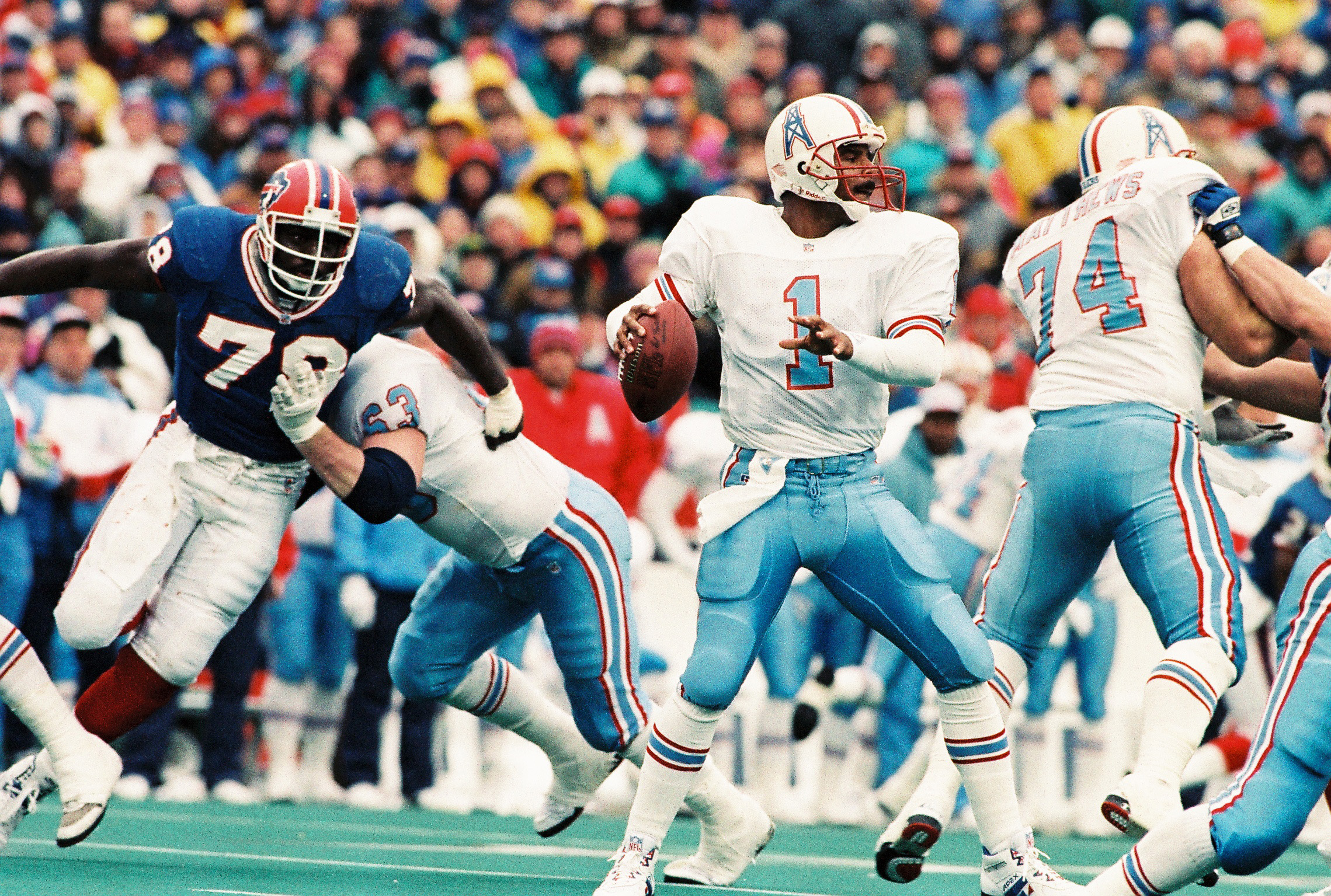 Oilers quarterback Warren Moon throws a pass while pressured by Bills defensive end Bruce Smith in the second quarter of the Bills' comeback victory against the Oilers. (James P. McCoy / Buffalo News)