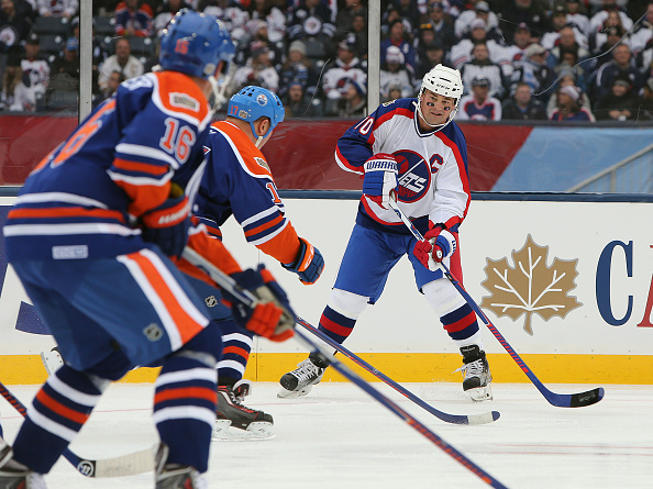 Dale Hawerchuk looks to pass during a Winnipeg-Edmonton alumni game in October. (Getty Images).