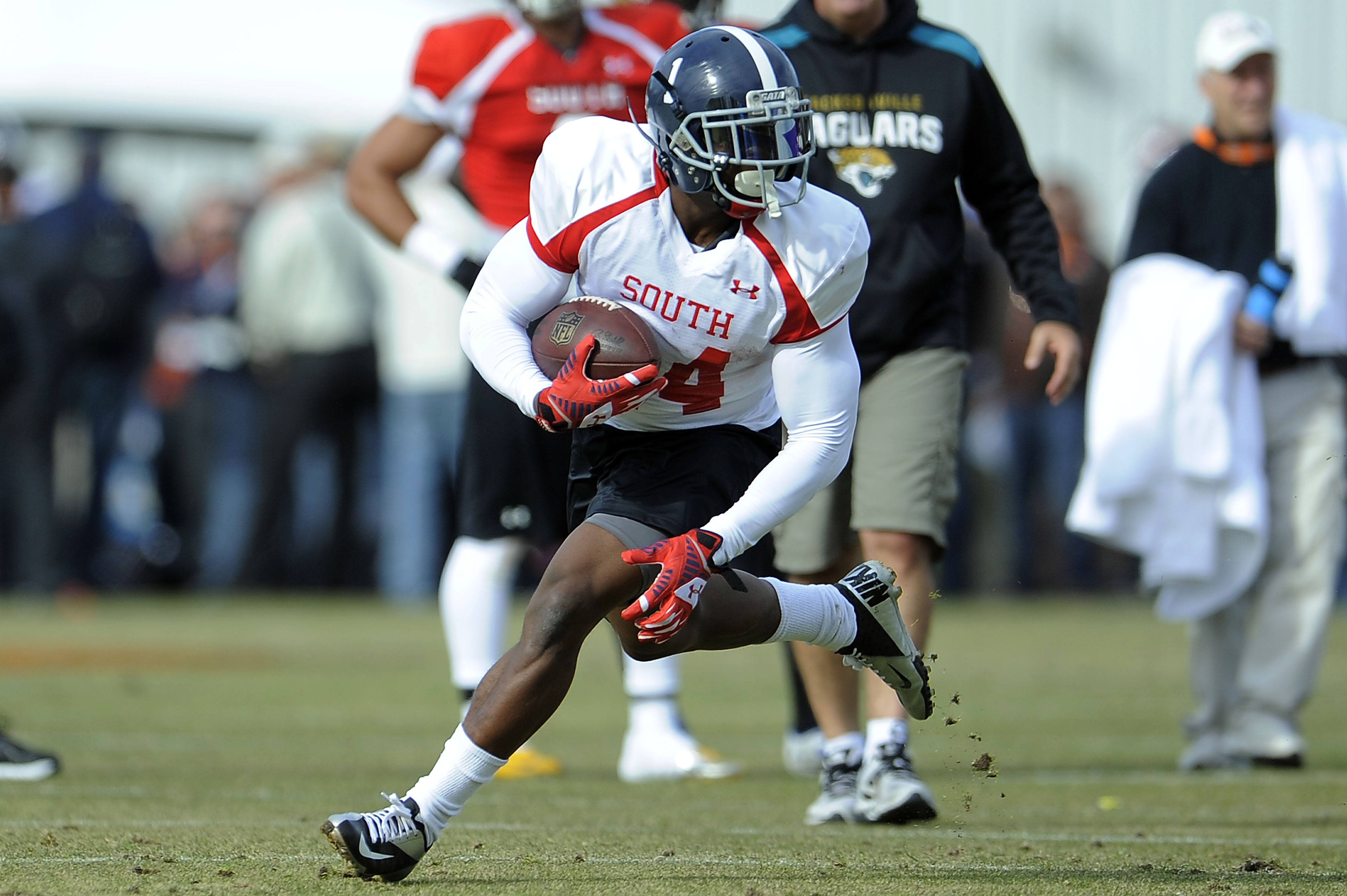 FAIRHOPE, AL - JANUARY 20:  Jerick McKinnon #24 of the South team runs for yards during a Senior Bowl practice session at Fairhope Stadium on January 20, 2014 in Fairhope, Alabama.  (Photo by Stacy Revere/Getty Images)
