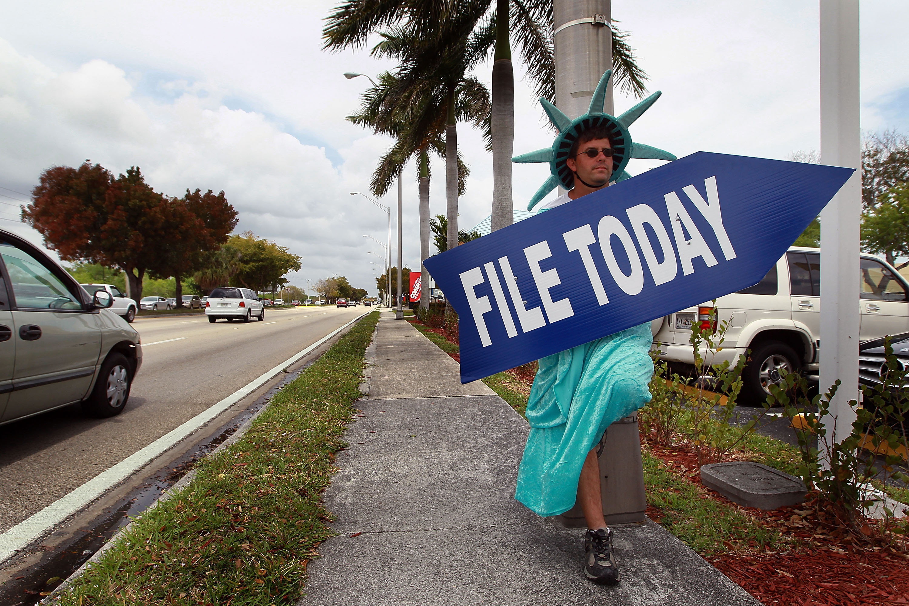 There are many free resources for tax filers. (Joe Raedle/Getty Images)