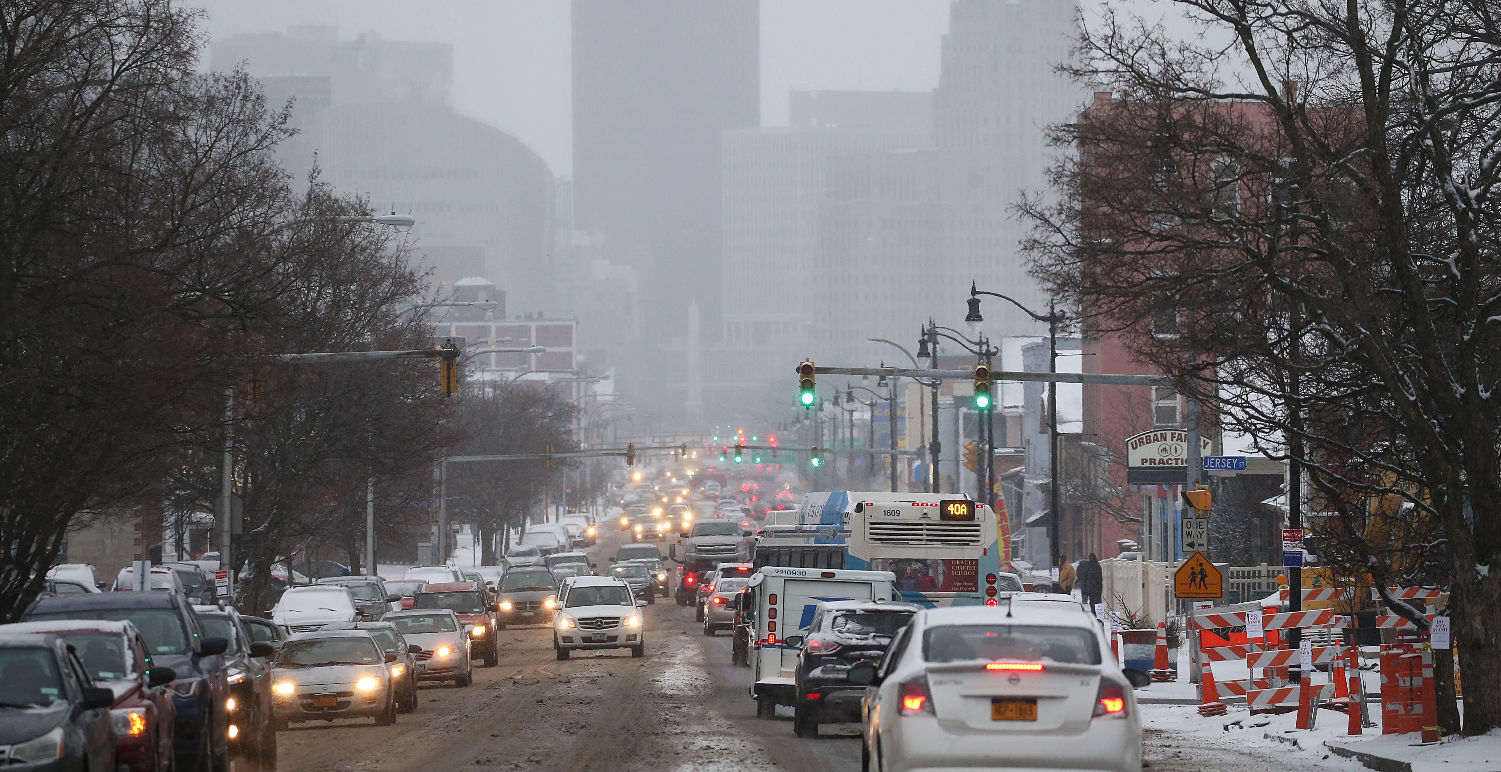 Snowfall left Niagara Street during rush hour looking hazy on Feb. 10. (Sharon Cantillon/News file photo)