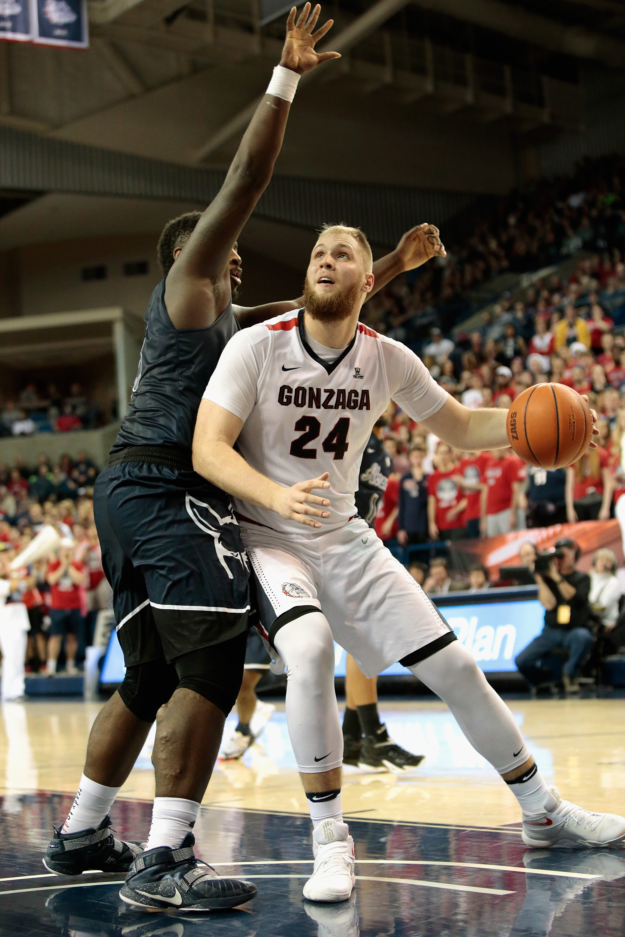 Akron's Isaiah 'Big Dog' Johnson defends against Gonzaga on Dec. 10, (Photo by William Mancebo/Getty Images)