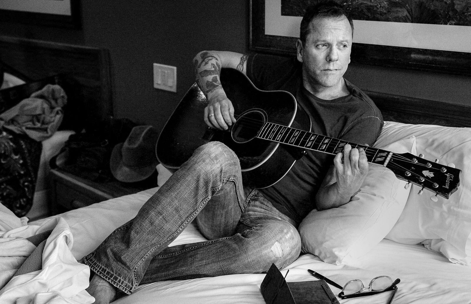 Kiefer Sutherland and his band with play the Seneca Niagara Casino Bear's Den on Feb. 18.