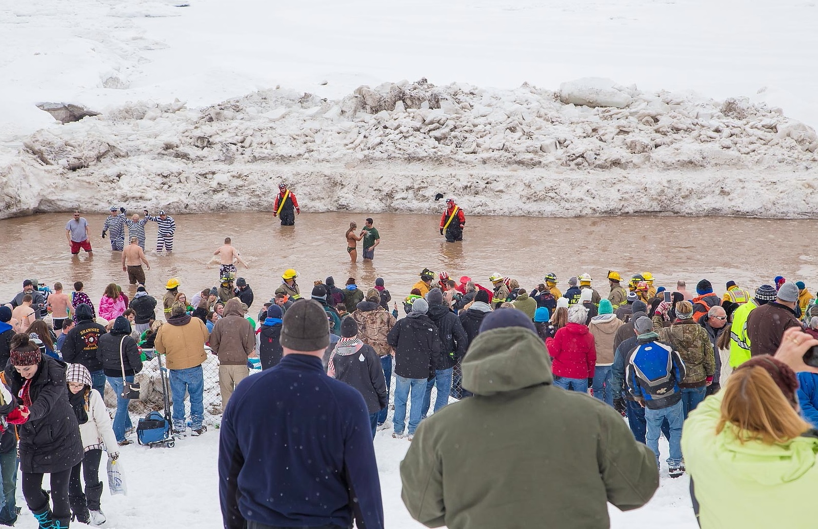 The scene at the 2015 Olcott Polar Bear Swim For Sight. (Don Nieman/Special to The News)