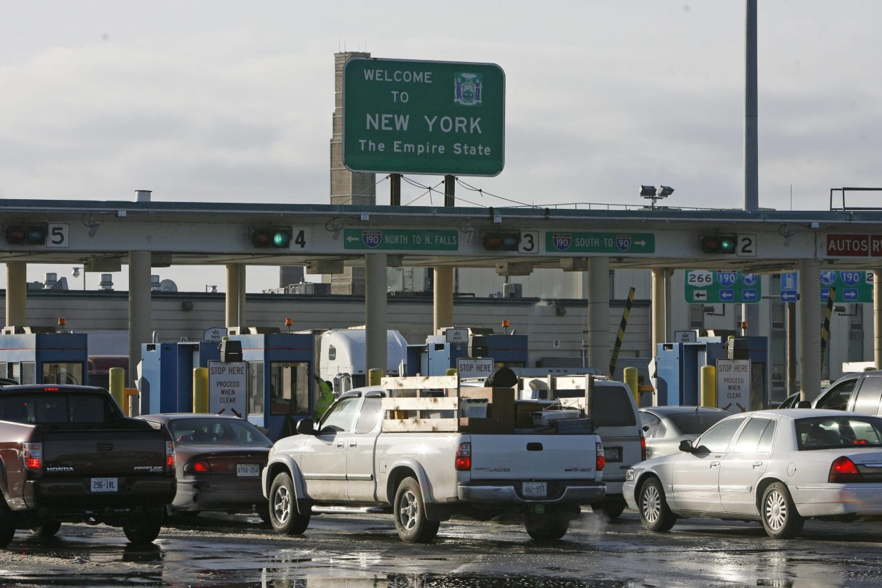 Customs officials acknowledge backups are occurring at Canadian border crossings as the agency tries to juggle a diminished local staff. (Derek Gee/News file photo)
