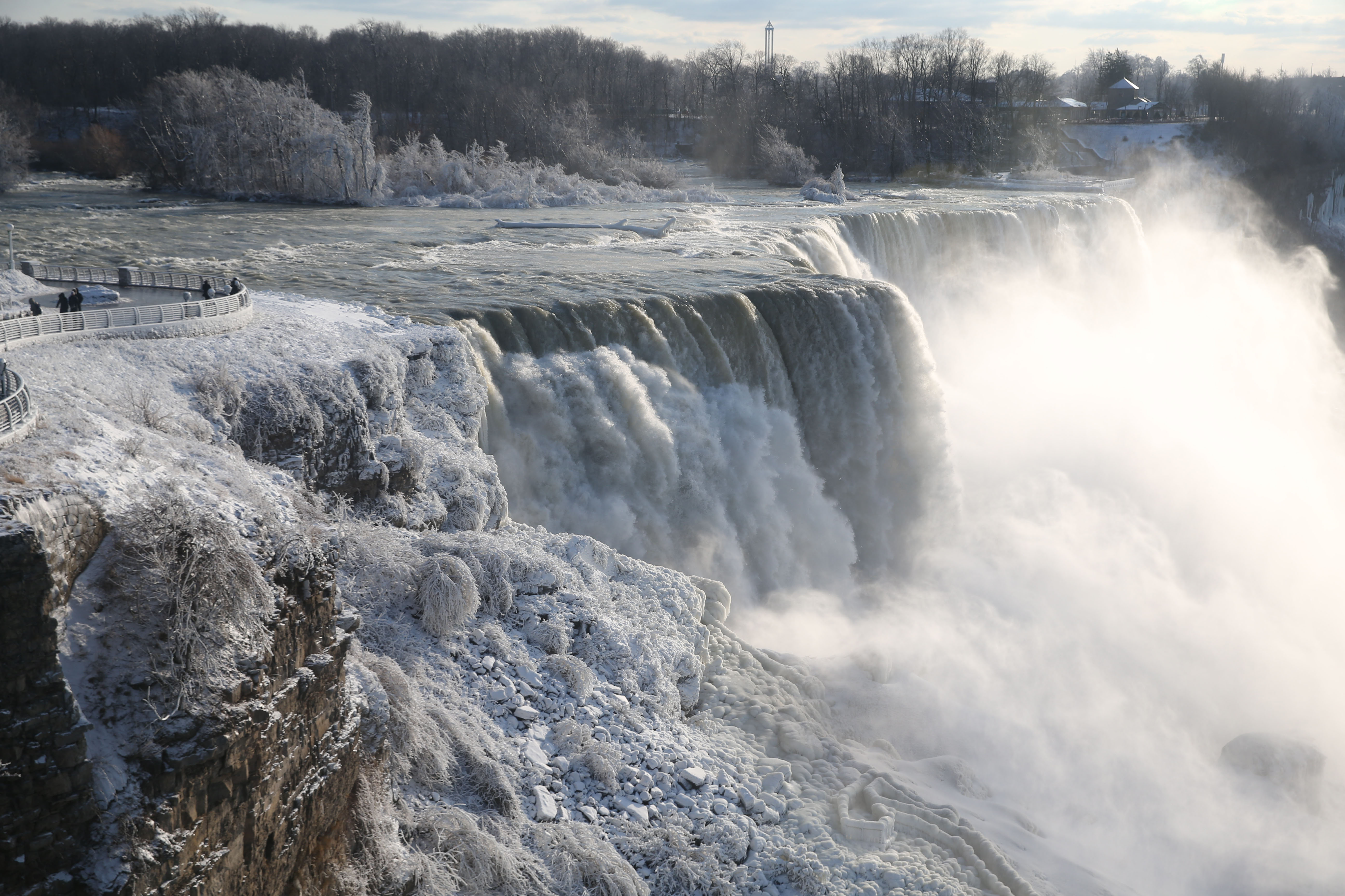 If you're in Buffalo, you're only a short drive away from one of the world's natural wonders. (Sharon Cantillon/News file photo)