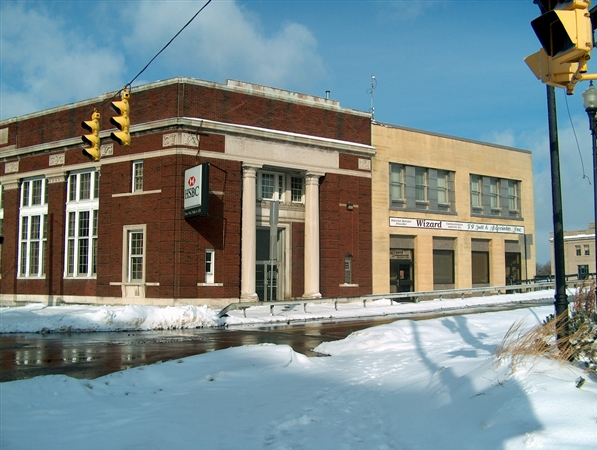 A developer who owns a former HSBC Bank property at 6 Main St. in Tonawanda has sparred with the mayor over the project.