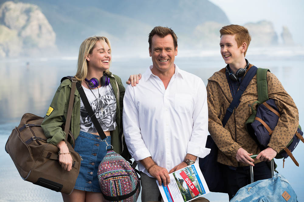 In the Australian comedy-drama '800 Words,' recently widowed Sydney newspaper columnist George Turner (Erik Thomson) sets out to make a fresh start with his teenage children by moving to the tiny New Zealand town where he vacationed as a child.