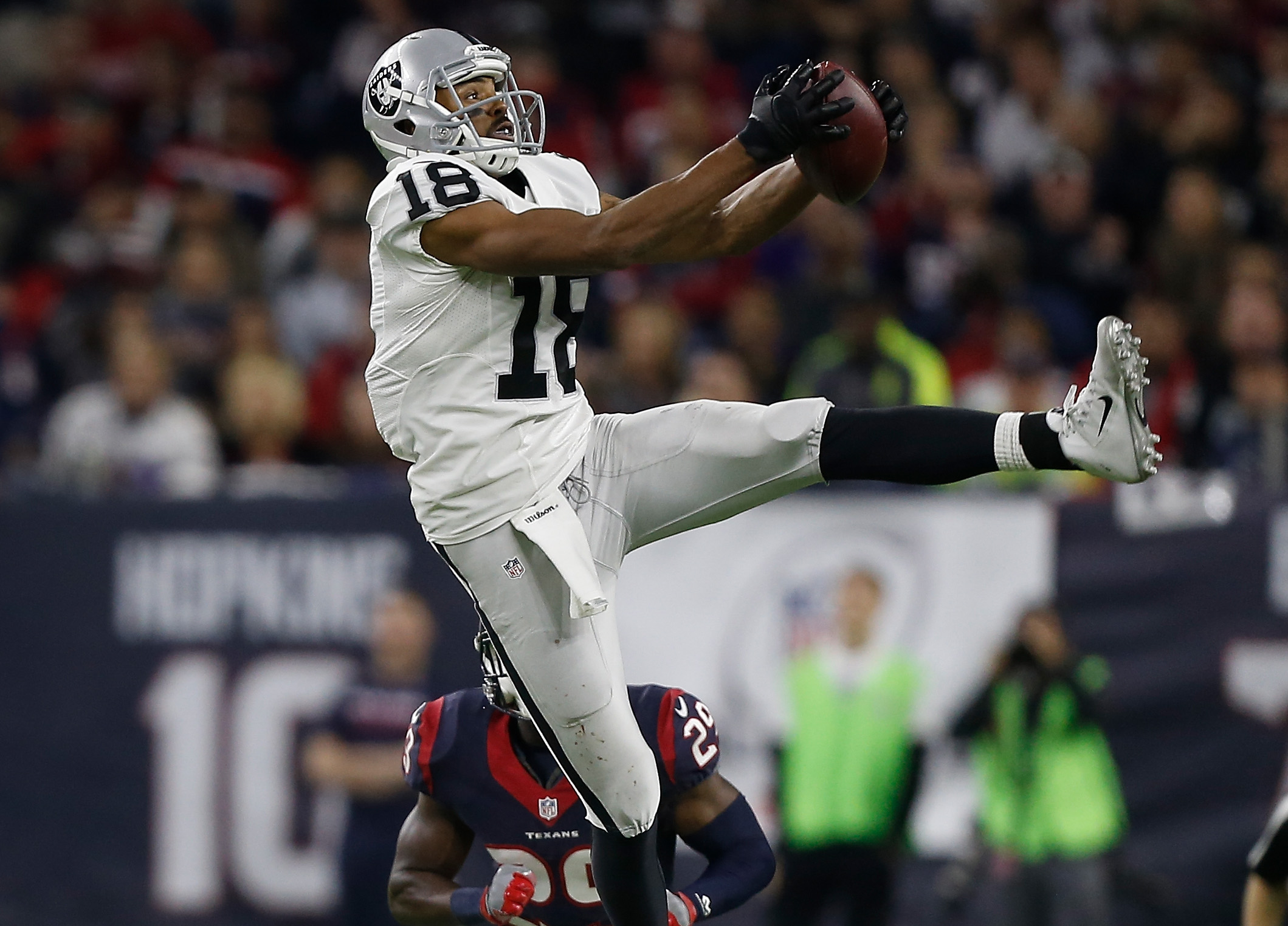 Andre Holmes, formerly of the Oakland Raiders, has agreed to terms on a contract with the Buffalo Bills.  (Photo by Bob Levey/Getty Images)