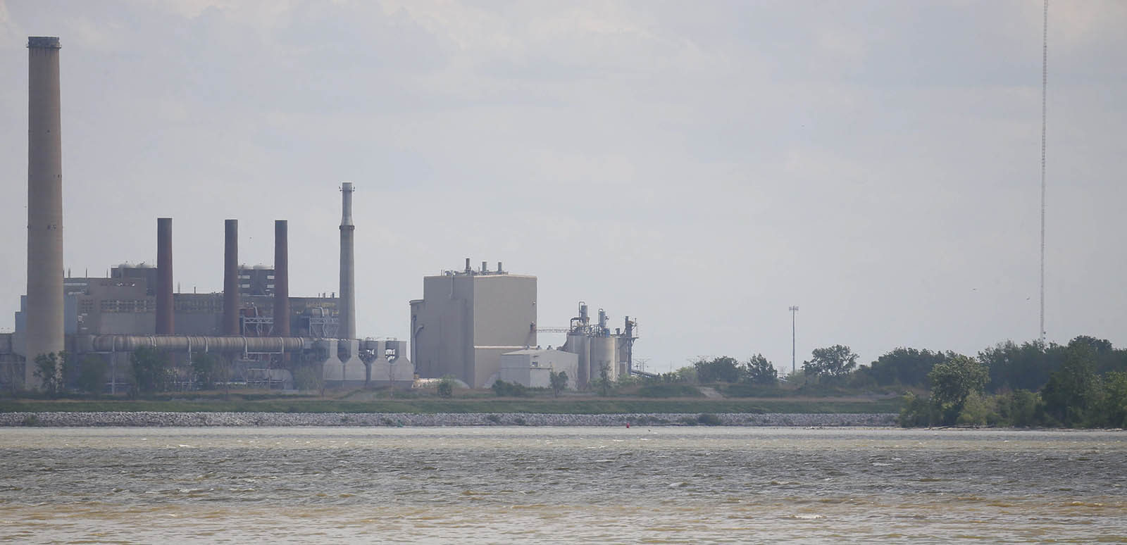 The coal power plant situated at the mouth of the Maumee River at the westernmost end of Lake Erie in Toledo, Ohio, as seen in 2013. (Derek Gee/News file photo)