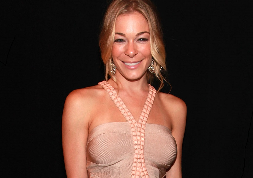 Leeann Rimes will headline this year's Starry Night in the Garden at the Buffalo & Erie County Botanical Gardens.