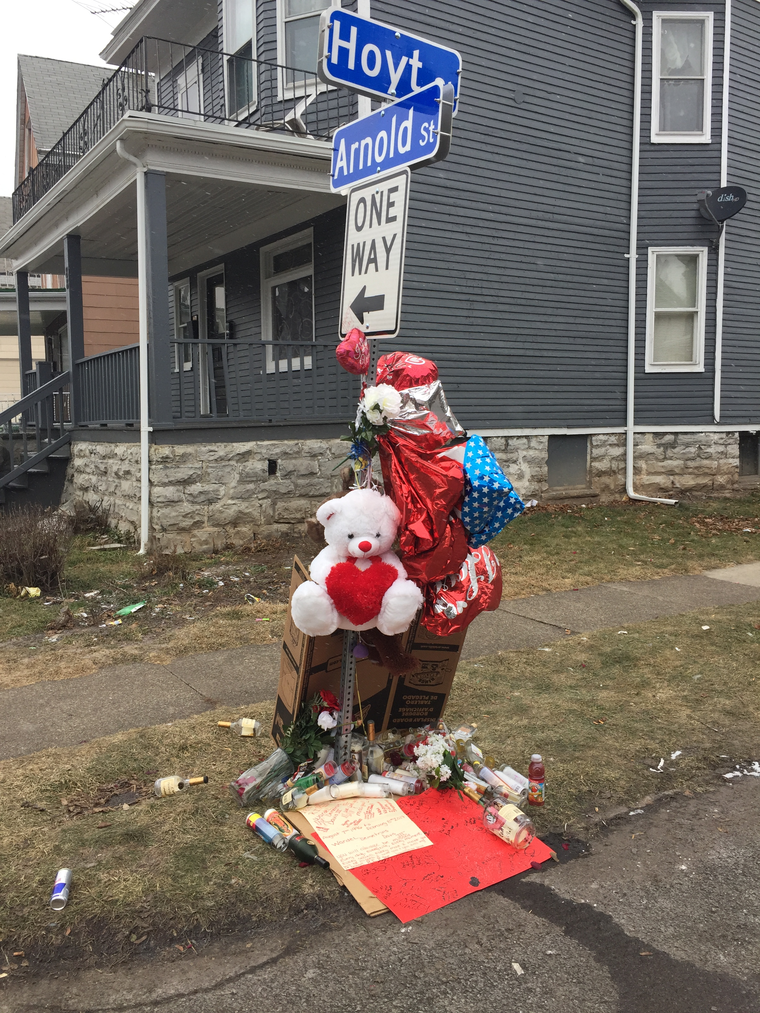 A tribute to Wardel Davis where he died Feb. 7 on Hoyt Street on the city's West Side. (News file photo)