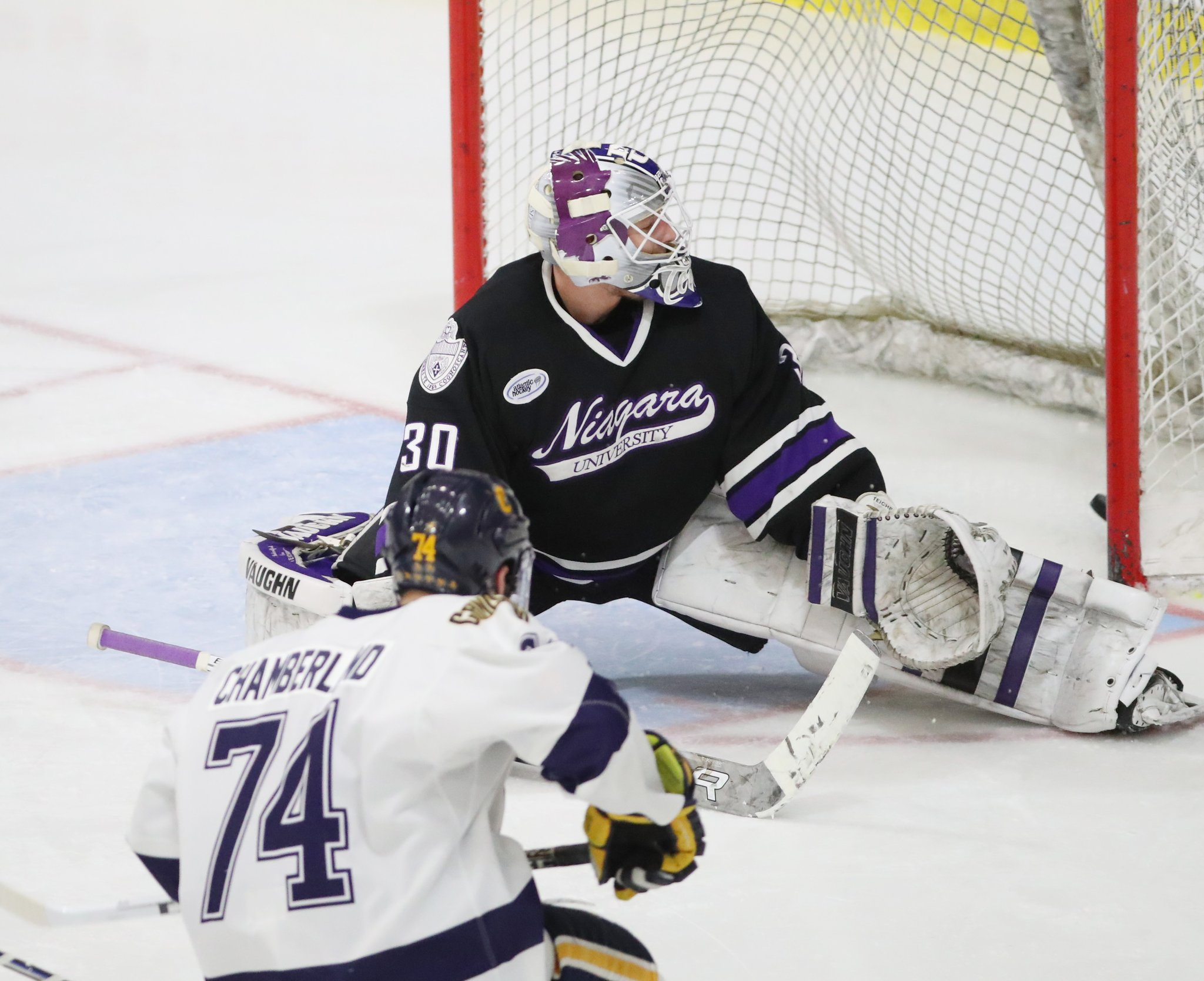 New coaches can bring a new spirit to the Canisius-Niagara hockey rivalry. (James P. McCoy/Buffalo News)