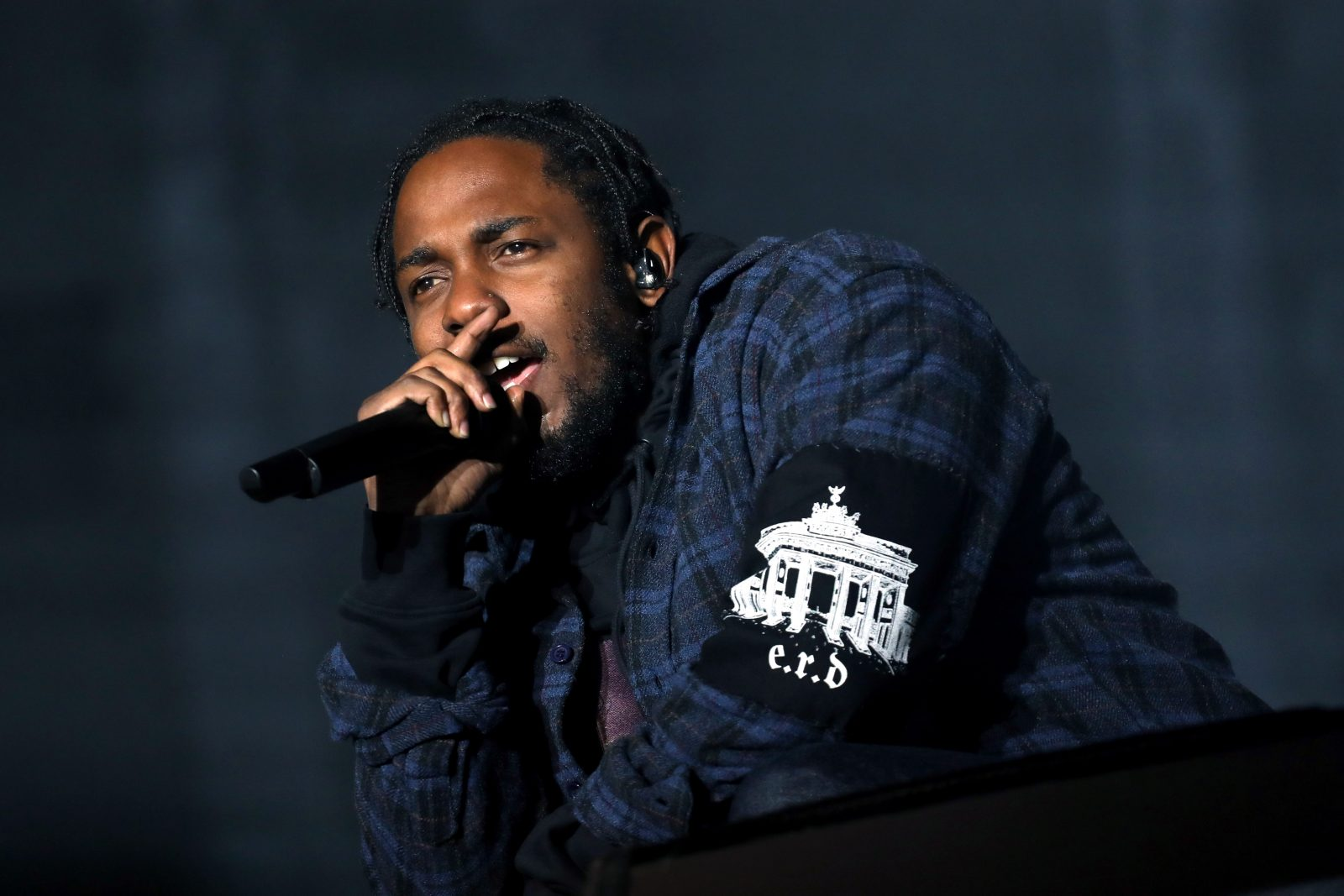 Is Kendrick Lamar's new song dissing Drake?  (Getty Images)