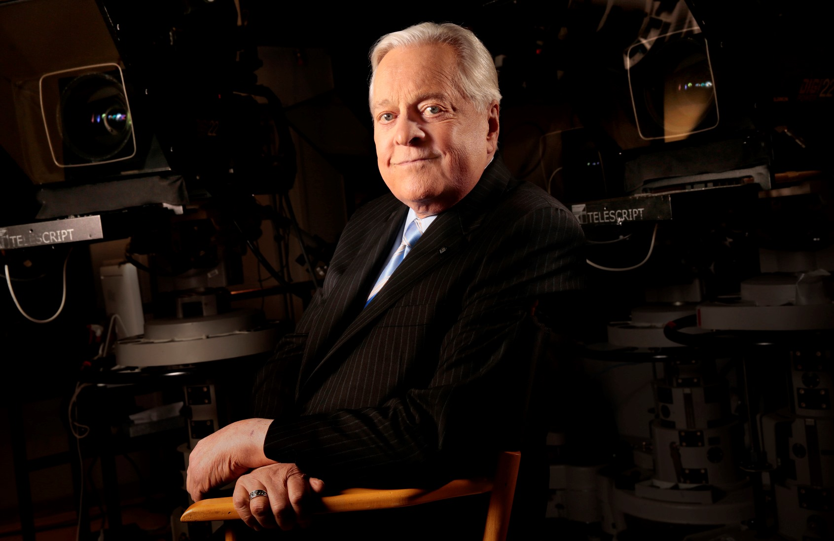 Robert Osborne, host of Turner Classic Movies and the author of the official history of the Oscars, poses for a portrait on Oct. 30, 2013 in New York, N.Y. Osborn died in New York at age 84. (Carolyn Cole/Los Angeles Times/TNS)