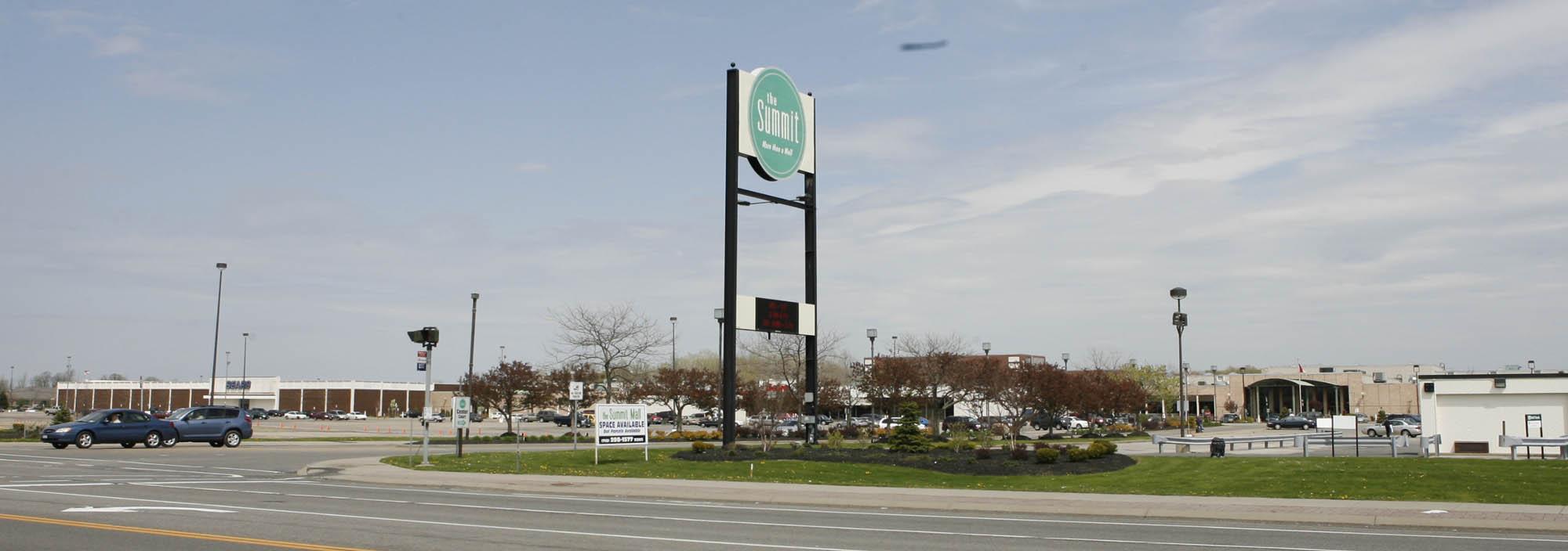 The Summit mall in Niagara Falls. (Harry Scull Jr./Buffalo News file photo)