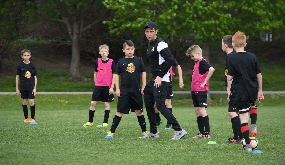 Gary Bruce, pictured instructing one of his WNY Flash Academy boys teams, makes his home debut as Flash head coach today. (Photo credit: Julie Michel)