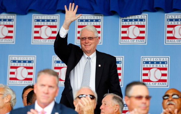 Jim Bunning ackknowledges the crowd during the Baseball Hall of Fame induction ceremony in 2014 in Cooperstown (Getty Images).