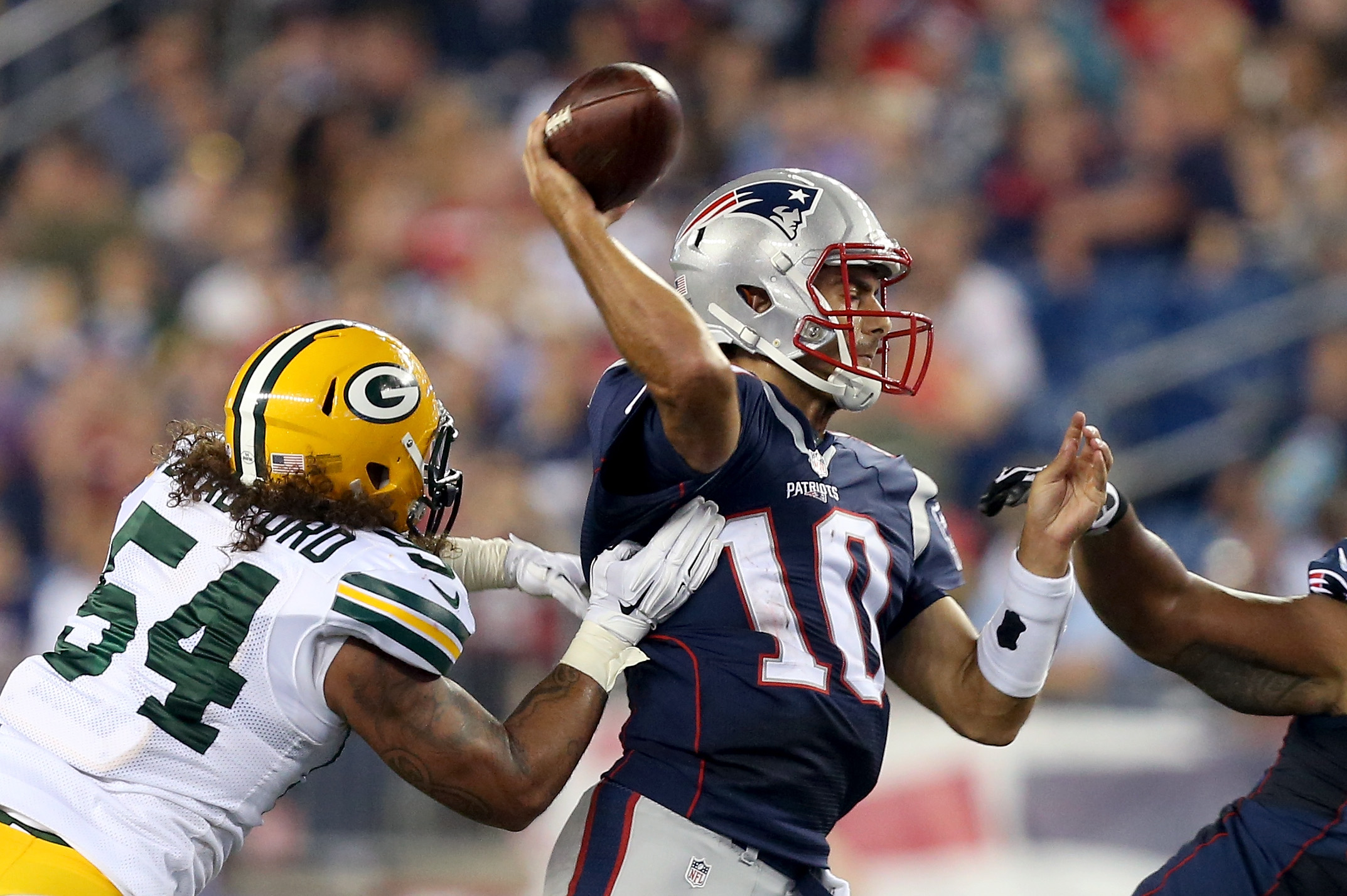New Bills linebacker Carl Bradford, as a member of the Packers, hits Patriots quarterback Jimmy Garoppolo.  (Photo by Mike Lawrie/Getty Images)