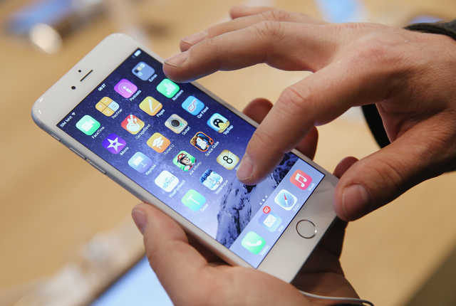 The FCC needs to act against telemarketers who insert voicemails into phones that haven't rung. (Getty Images)