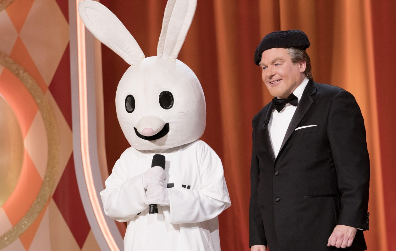 Tommy Maitland (Mike Myers) and Snax the Funny Bunny on 'The Gong Show.' (Greg Gayne/ABC)