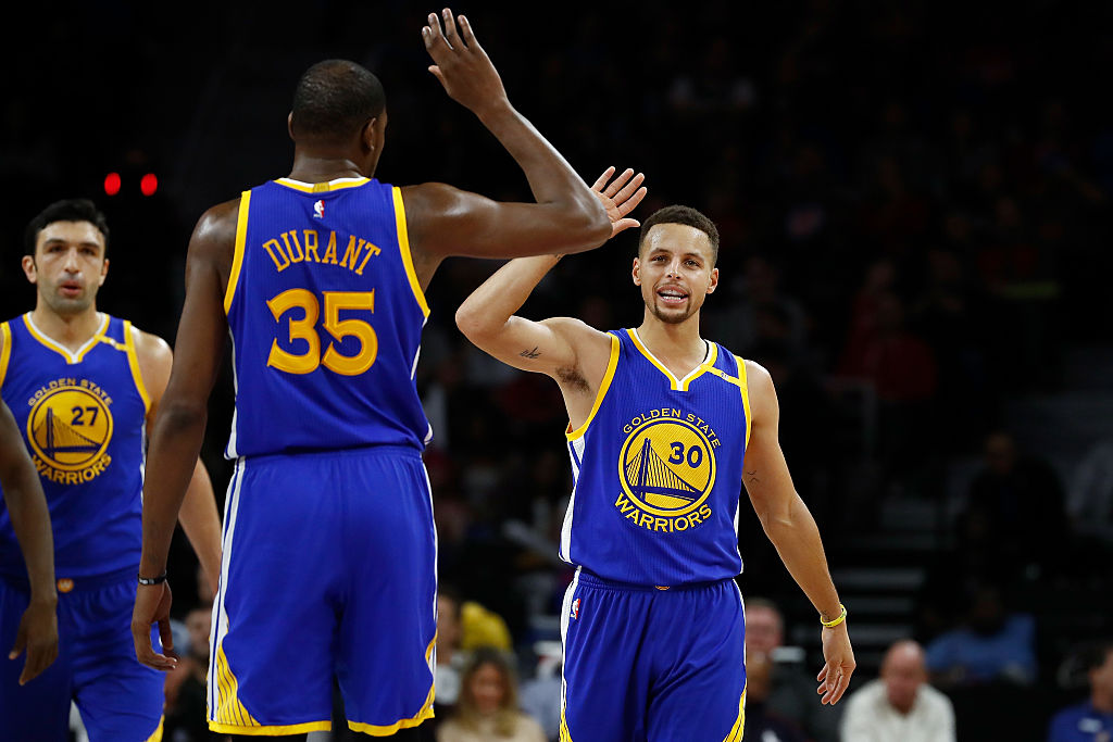 Stephen Curry of the Golden State Warriors celebrates a basket with Kevin Durant.  (Getty Images)